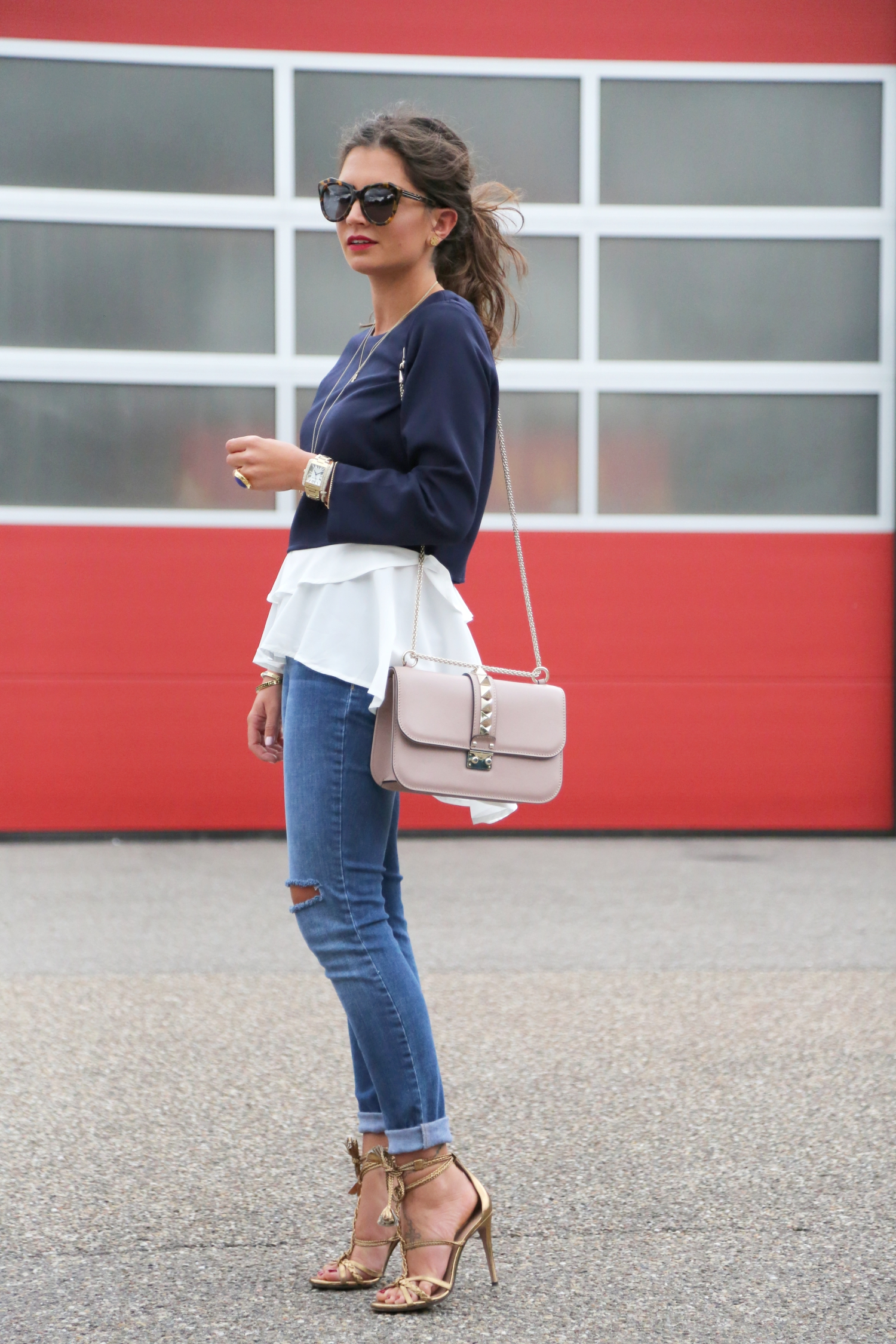 nikkie-look-ripped-jeans-blue-blouse-fashionhippieloves-glam-lock-bag
