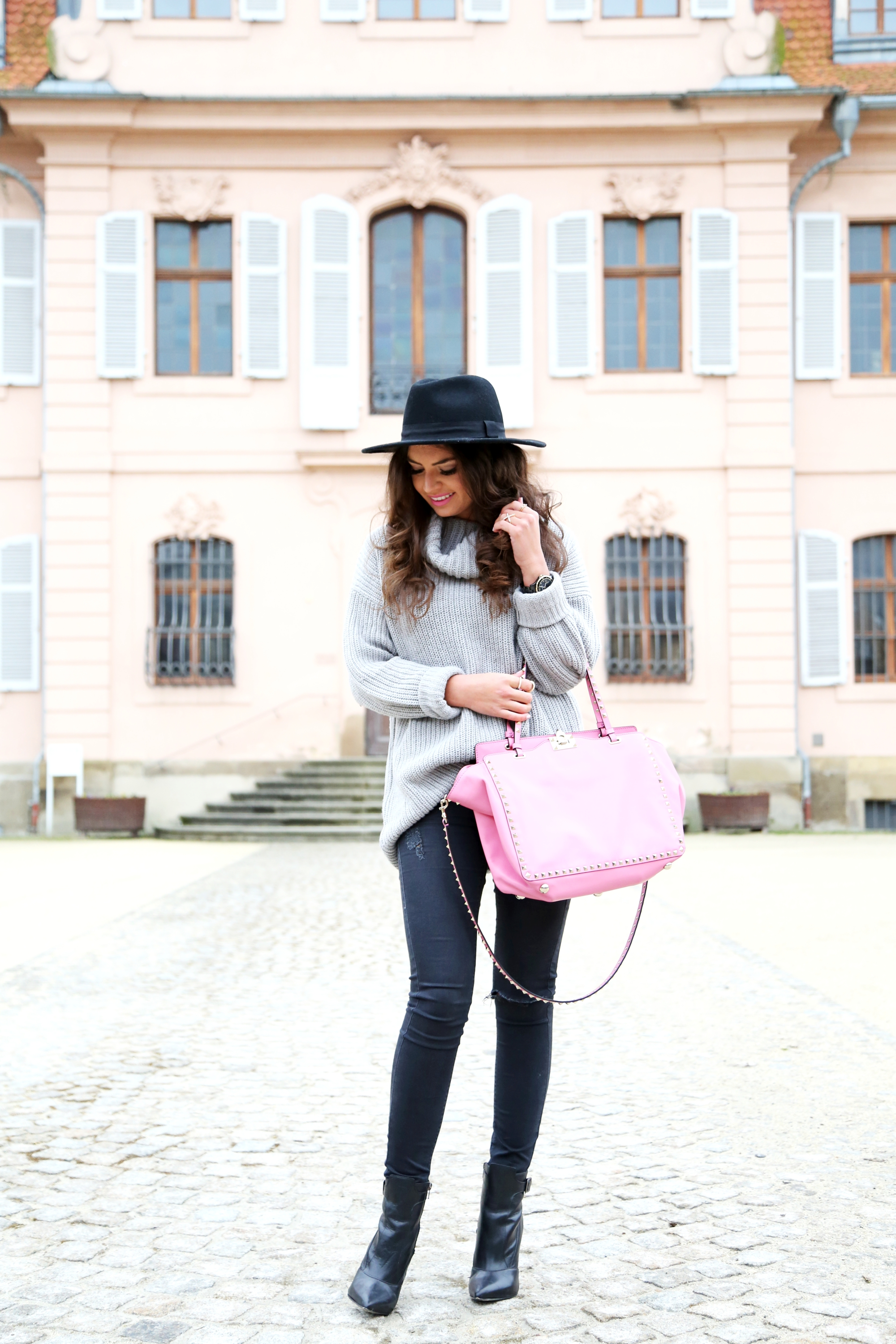outfit-casual-valentino-bag