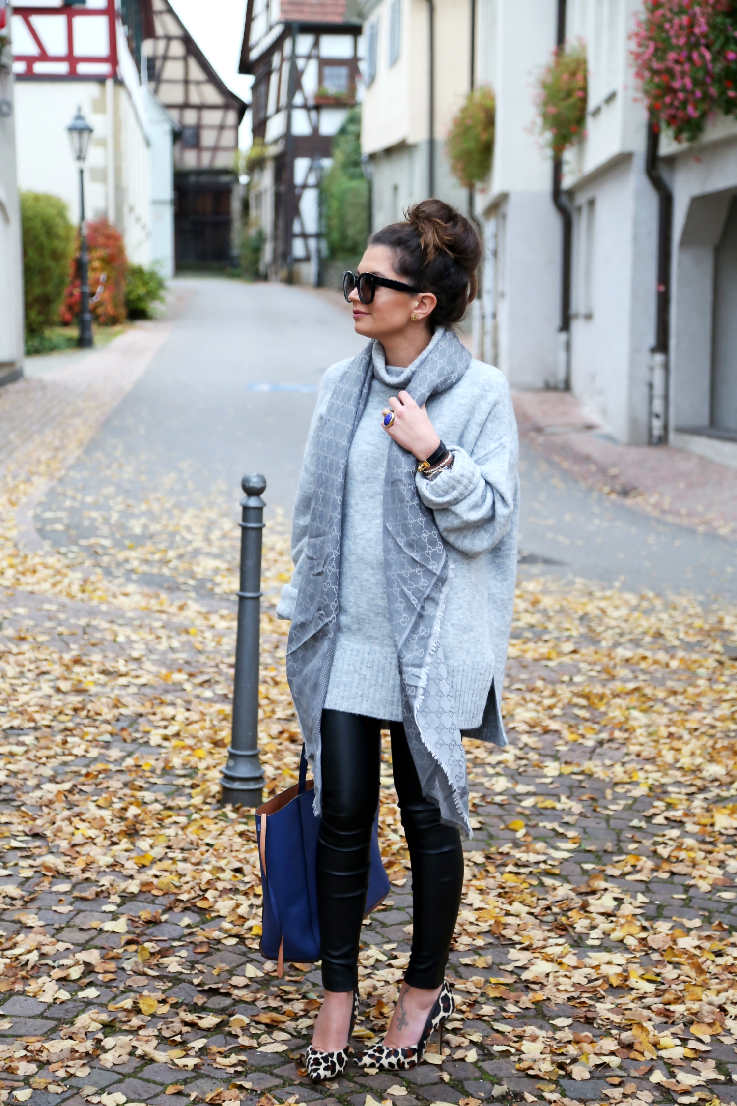 outfit-edited-label-sweater-leo-pumps-bungalow-liebeskind-bag