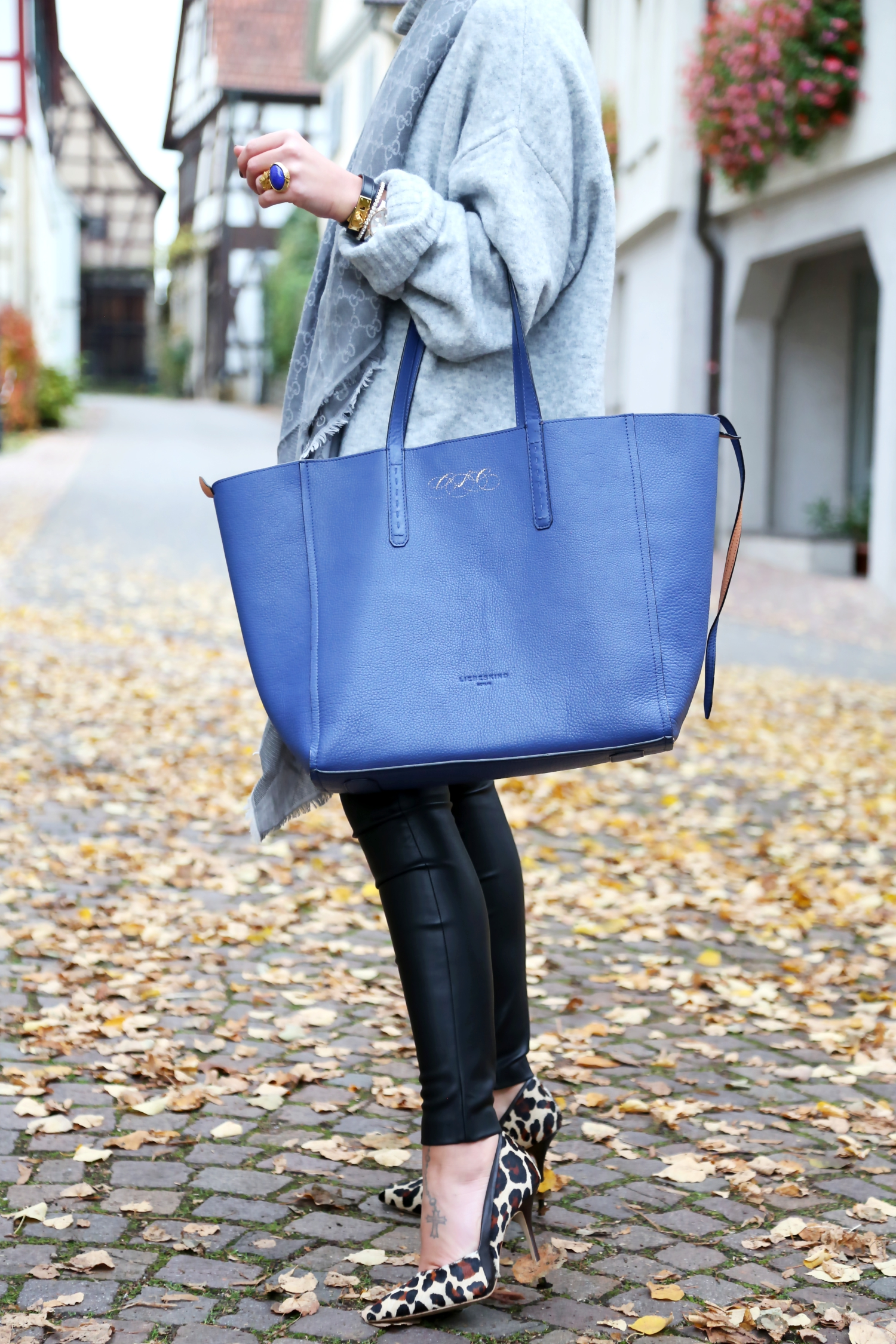 outfit-edited-sweater-leather-pants-leo-pumps-bungalow-liebeskind-bag
