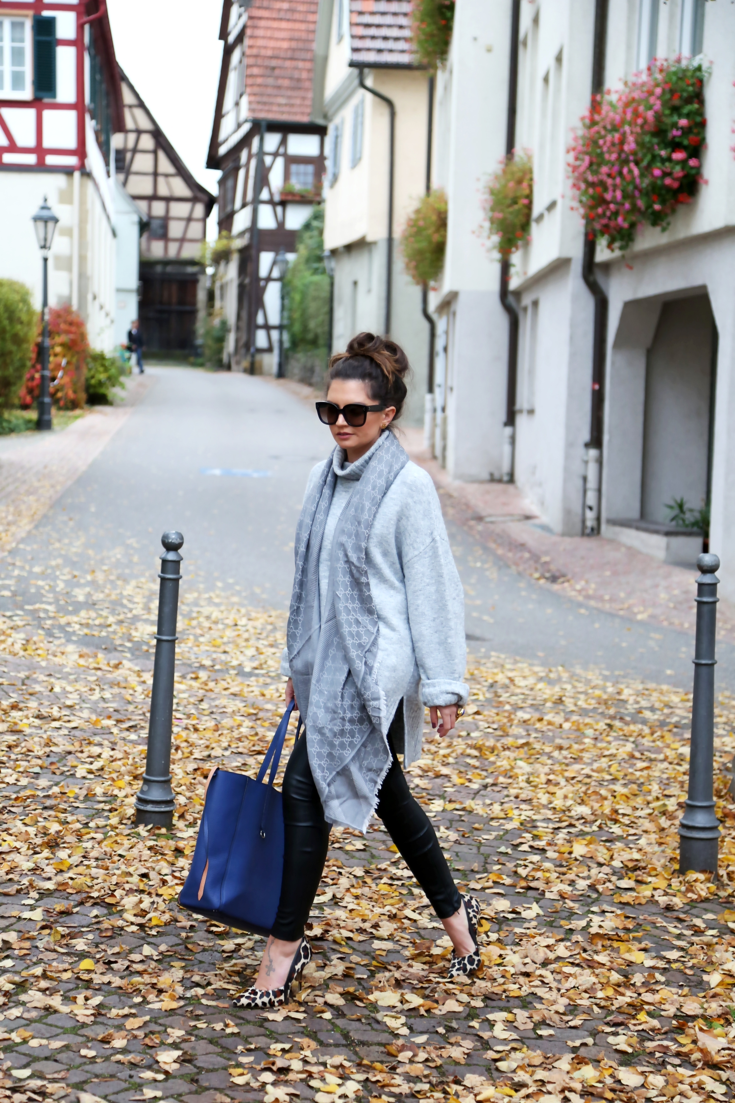 outfit-edited-sweater-liebeskindxbungalow-bag-gucci-scarf