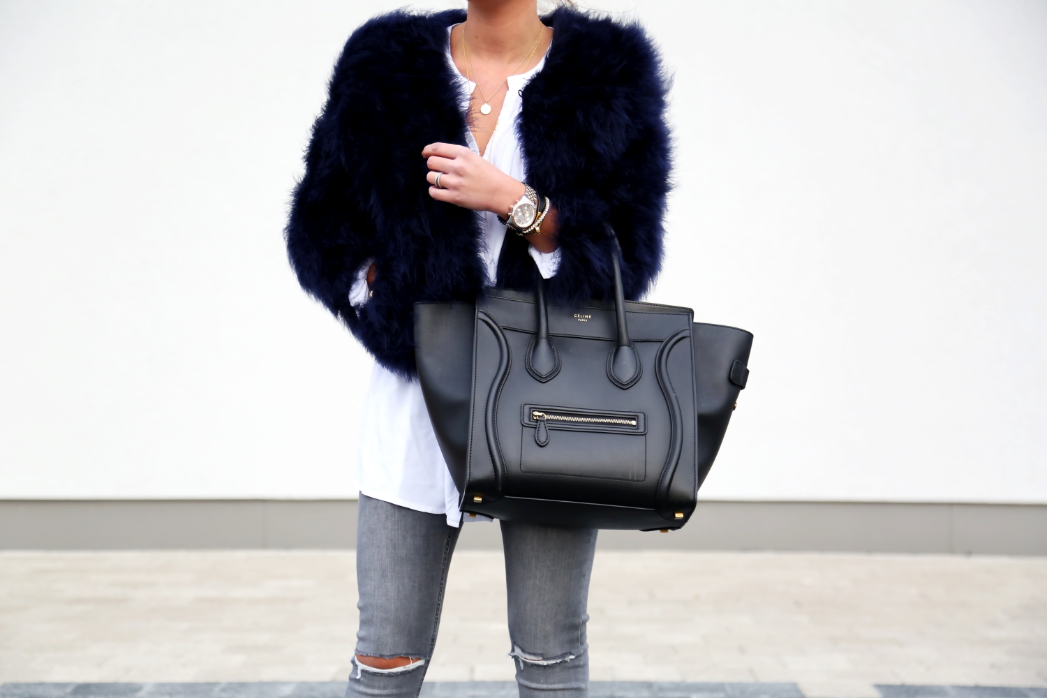 outfit-fall-autmn-feather-jacket-celine-luggage-bag