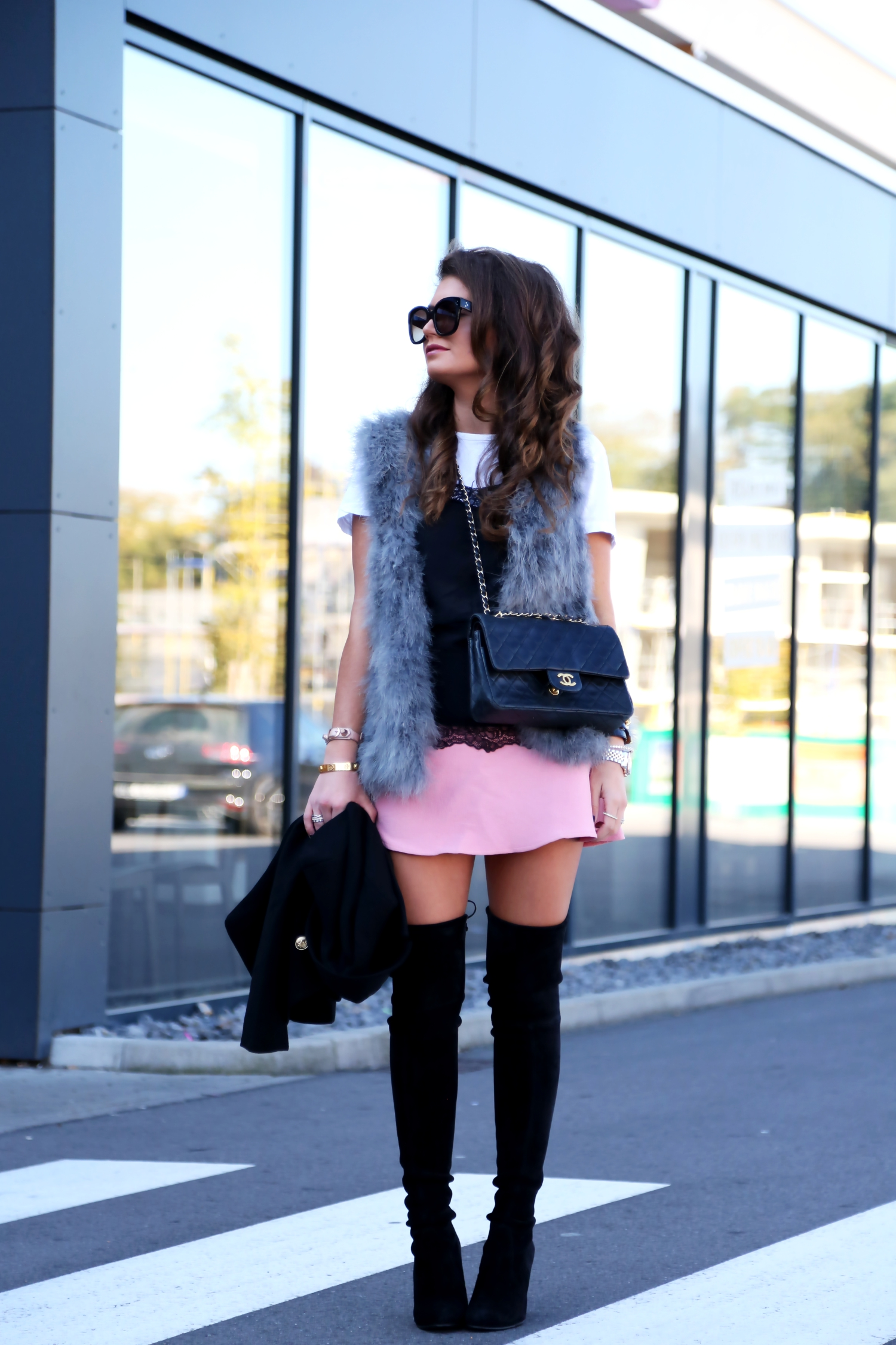 outfit-fall-overknees-lace-top-t-shirt-skirt-black-pink