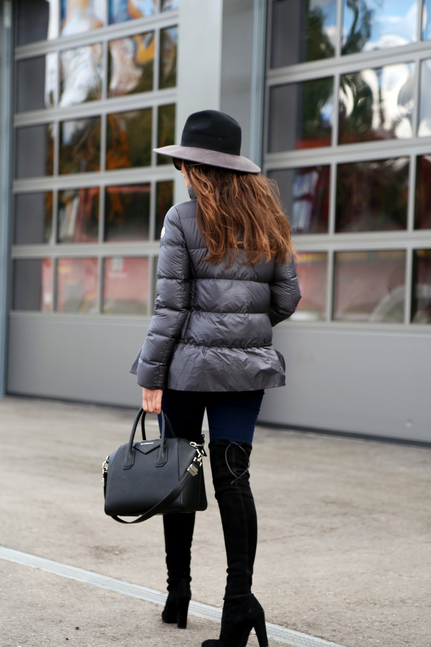 outfit-irisink-hat-givenchy-antigona-bag-fall-look-moncler-overknees