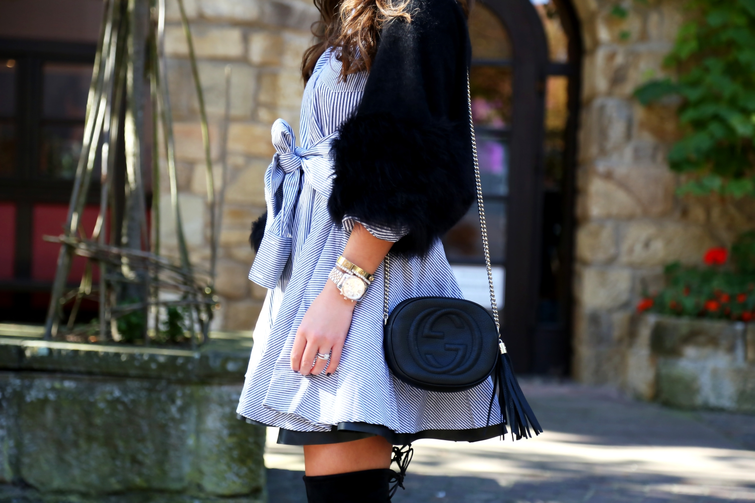 outfit-stripes-leather-skirt-overknees-gucci-soho-bag