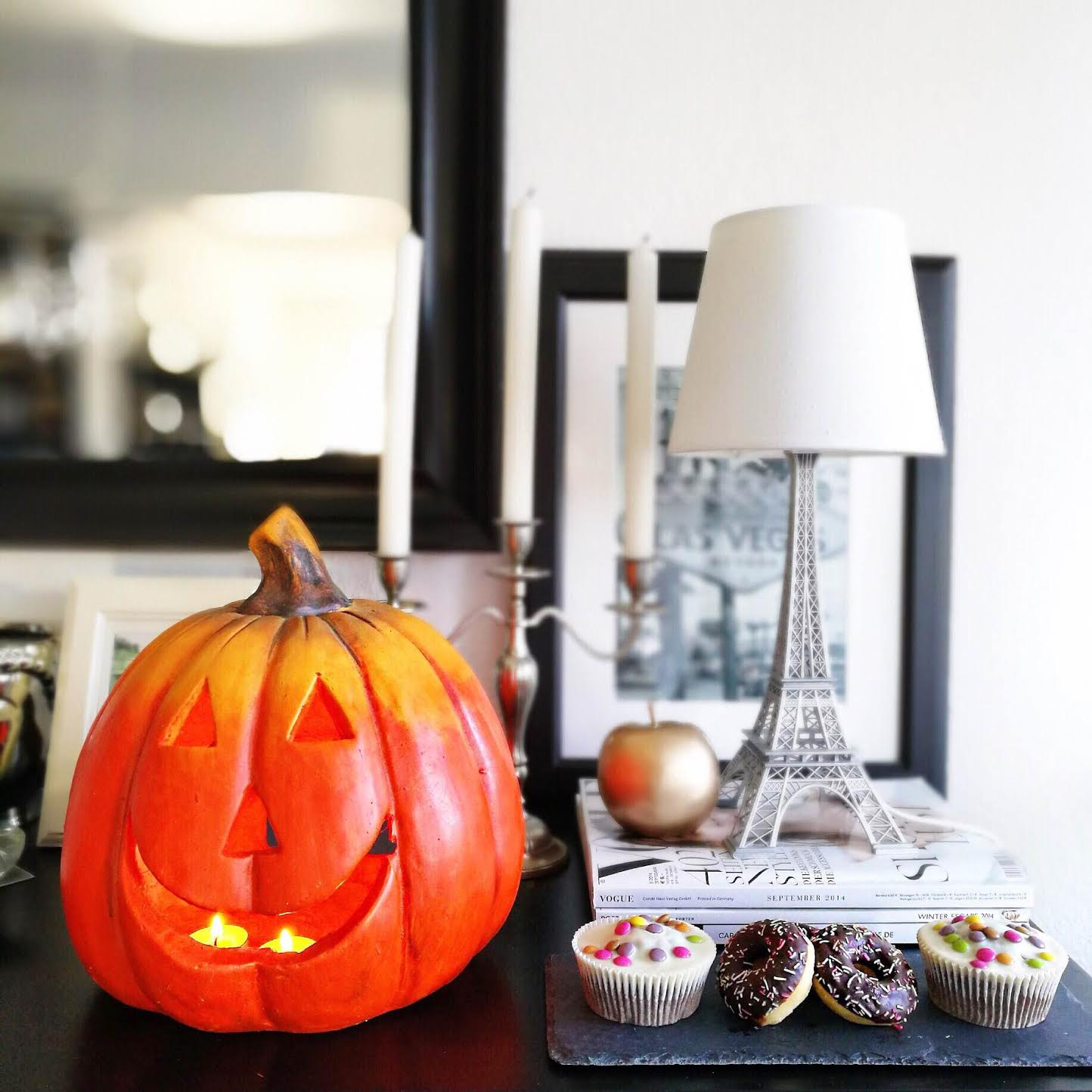 interior-halloween-pumpkin-donuts