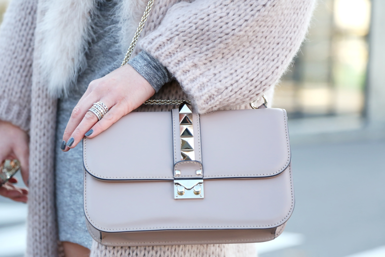 outfit-details-valentino-glam-lock-bag-pandora-rings