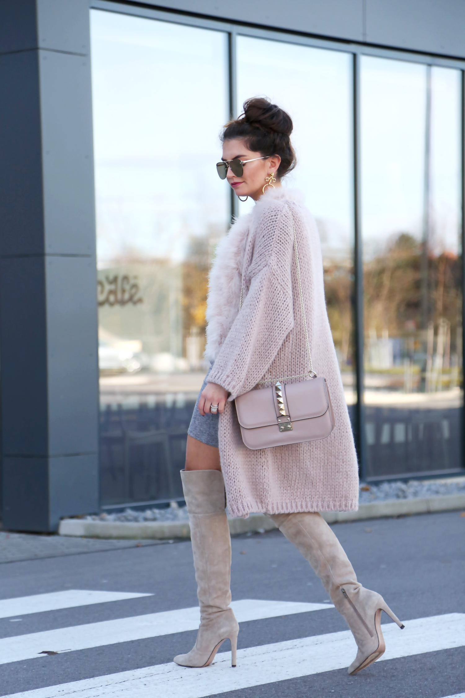 outfit-fall-cardigan-herbst-valentino-overknees