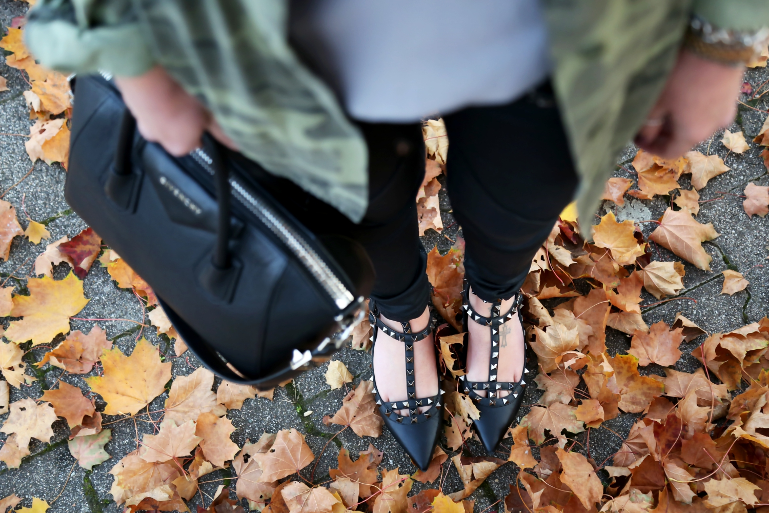 outfit-fall-colors-details-valentino-rockstud-givenchy-bag