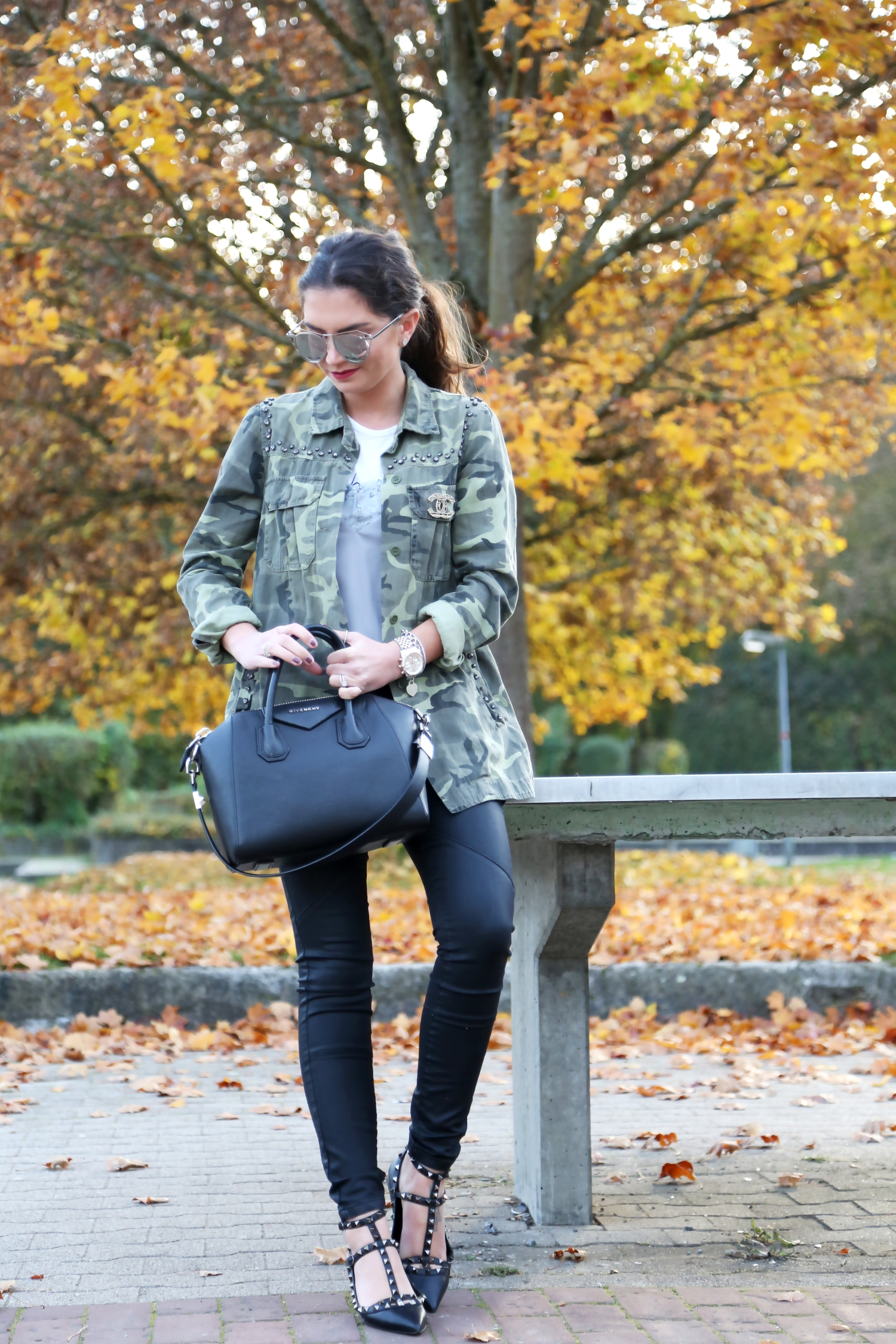 outfit-fall-colors-parka-rockstud-flats-valentino