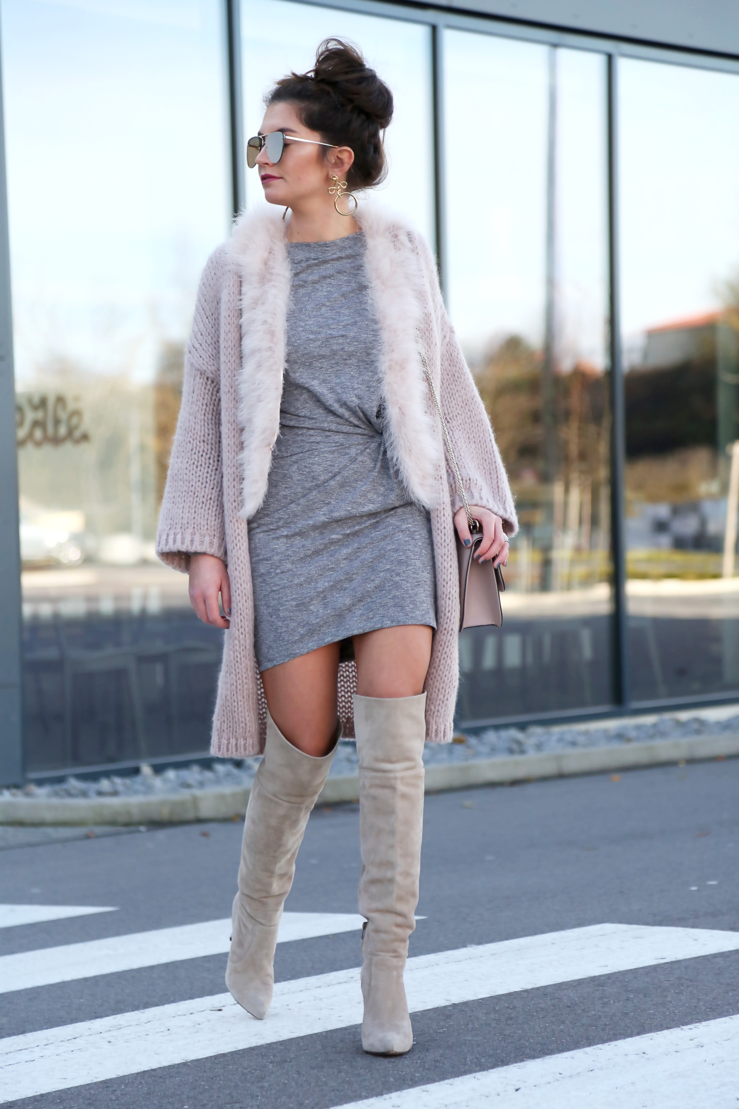 outfit-herbst-fall-look-cardigan-valentino-bag-overknees
