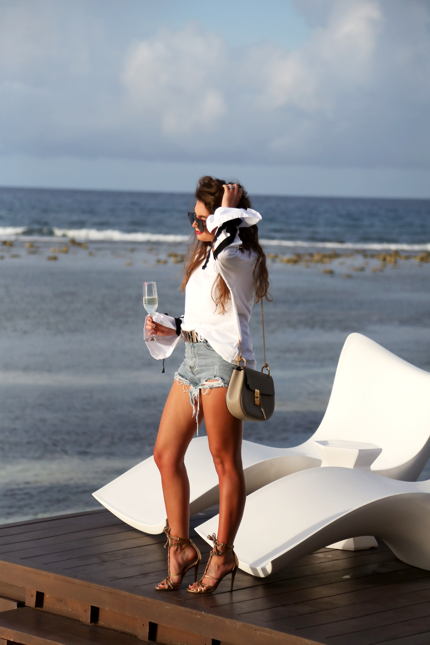 outfit-ripped-jeans-sandals-resorts-carribean-jamaica