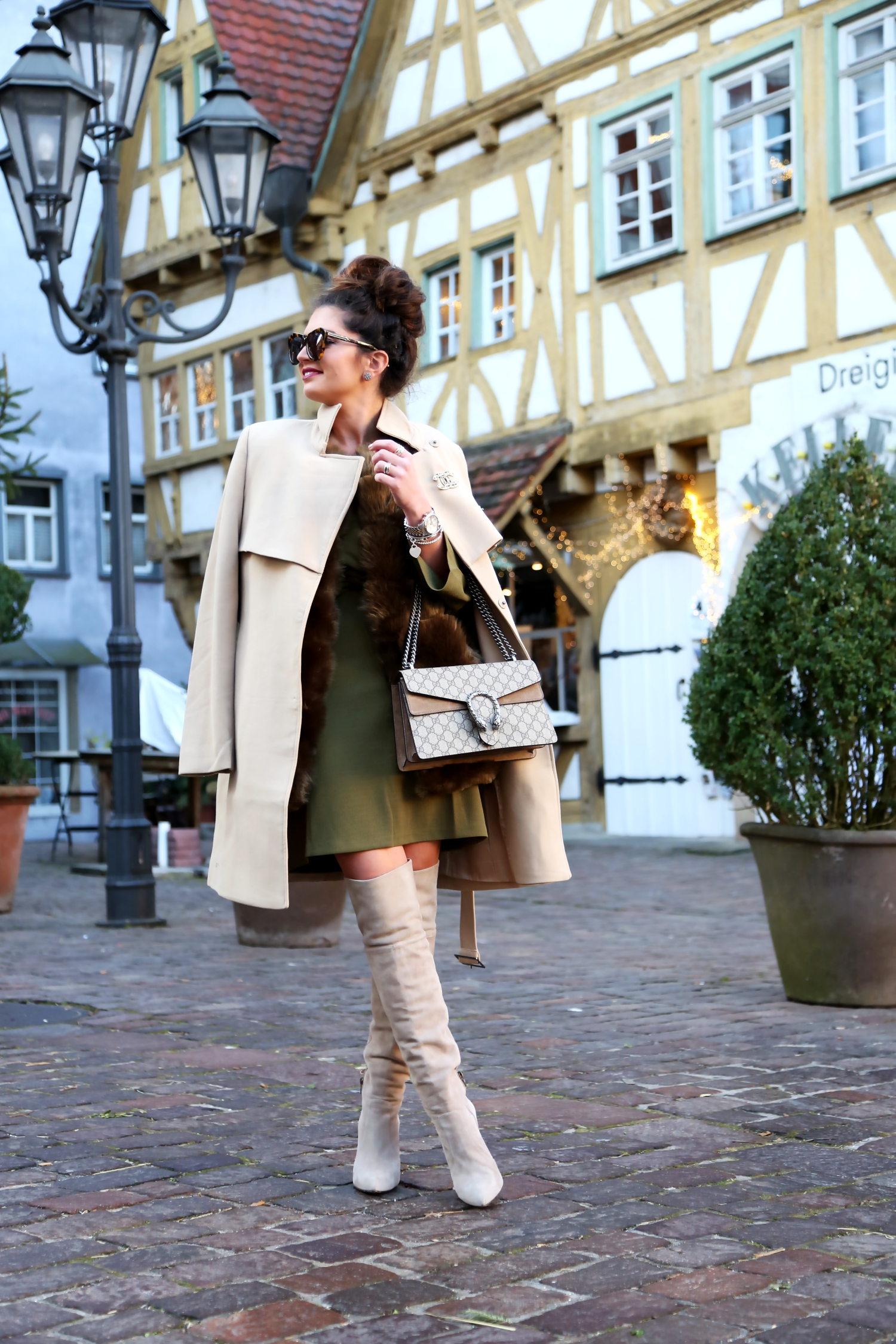 outfit-camel-coat-faux-fur-coat-overknees-edited-dress