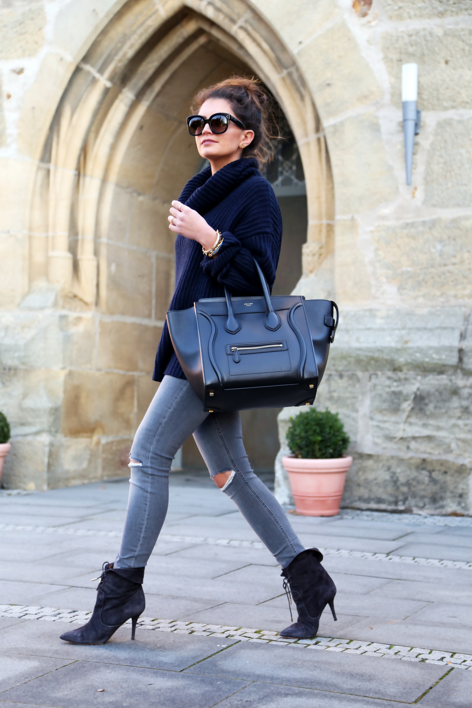 outfit-celine-luggage-bag-look-aquazzura-booties