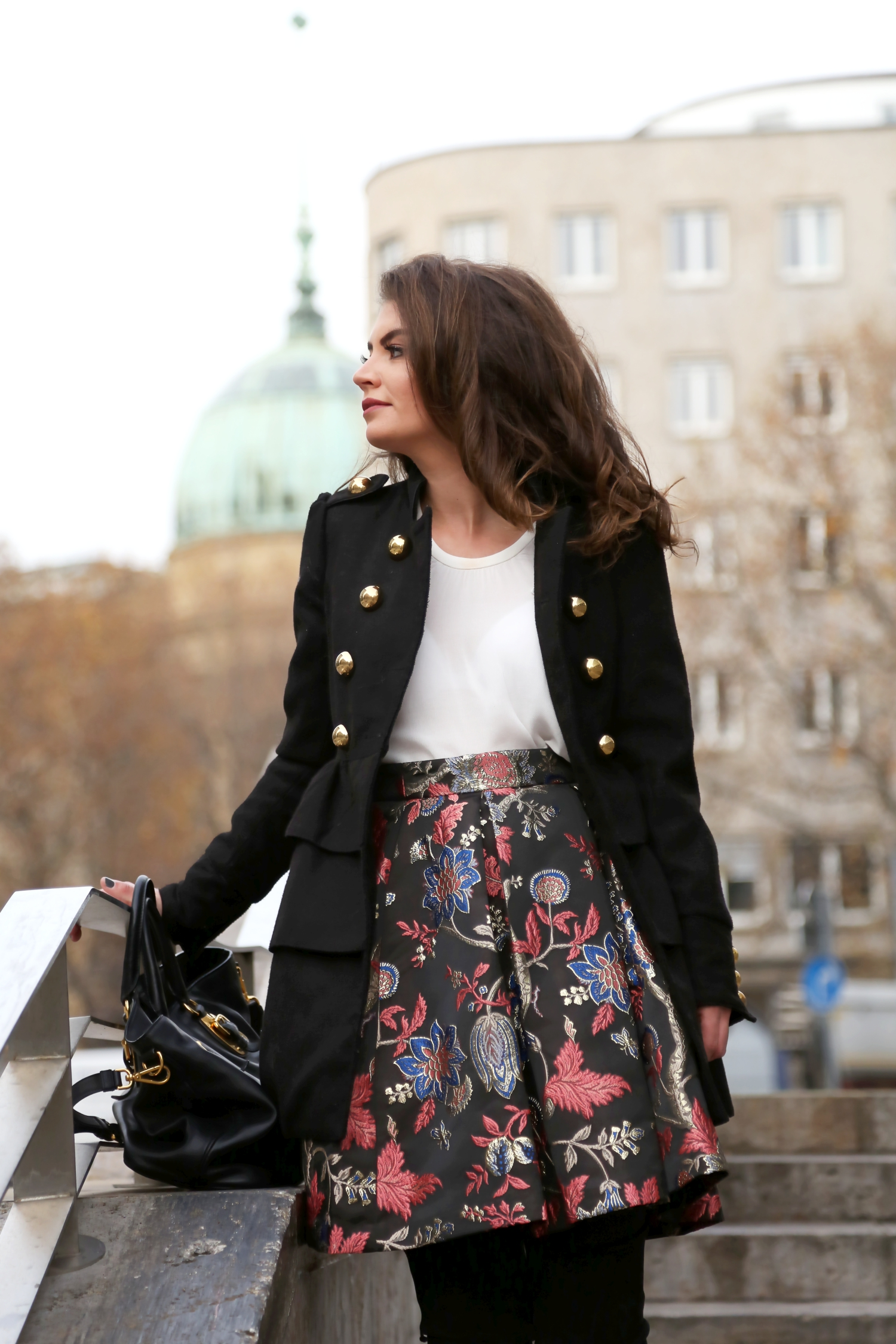outfit-guess-skirt-military-coat-winter-look