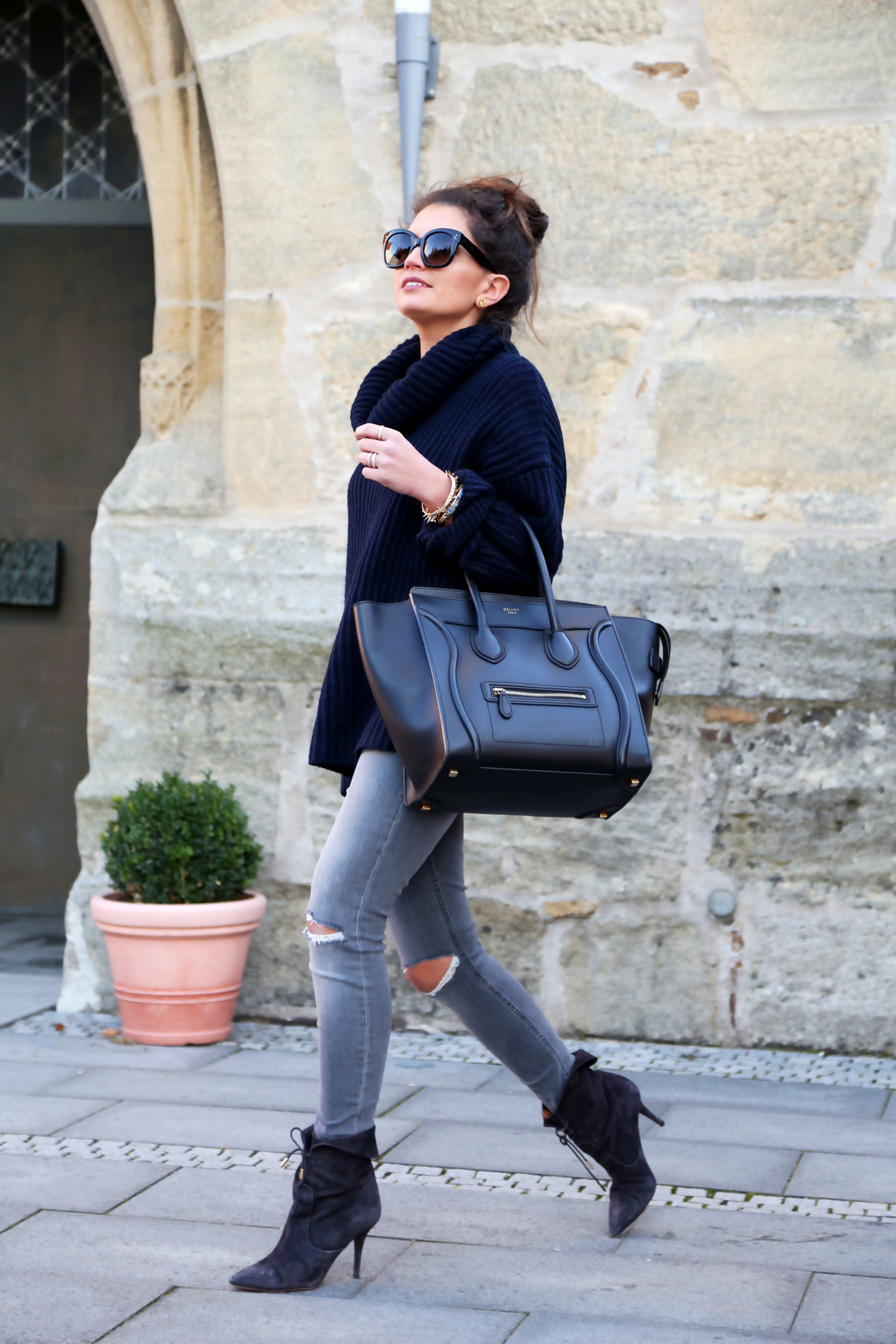 outfit-winter-grey-blue-celine-luggage