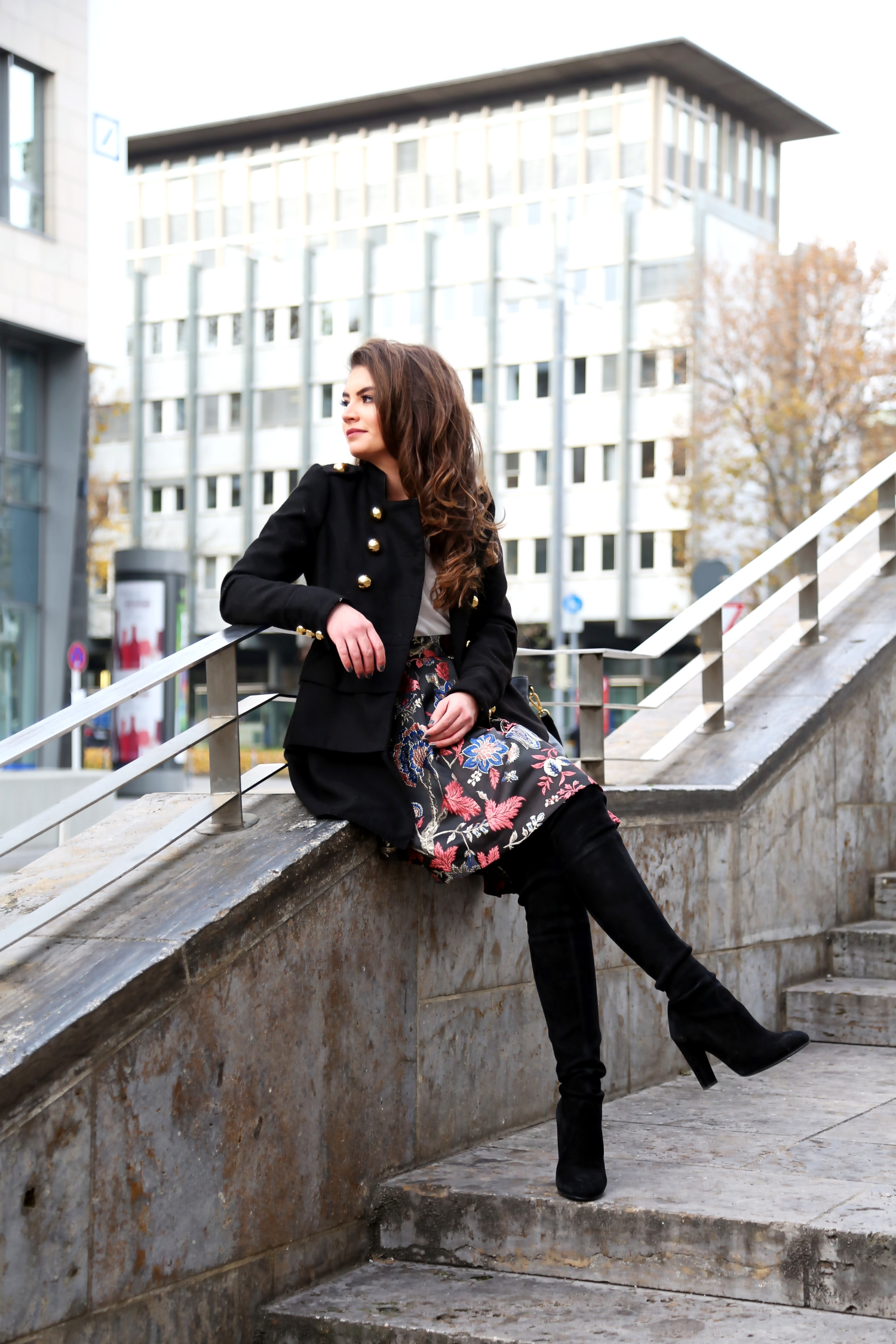 outfit-winter-look-military-coat-guess-skirt