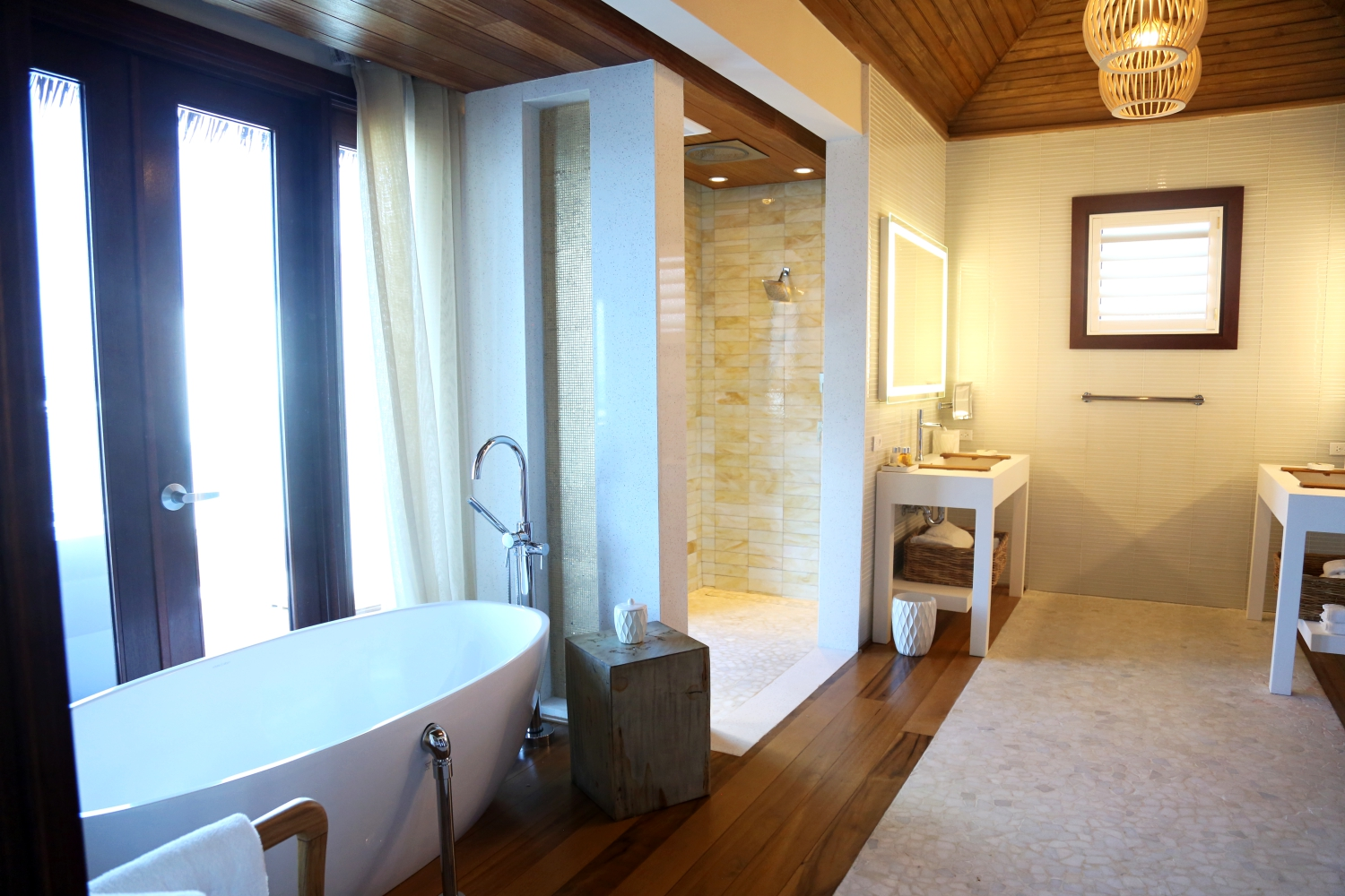 sandals-overthewatervilla-bathroom