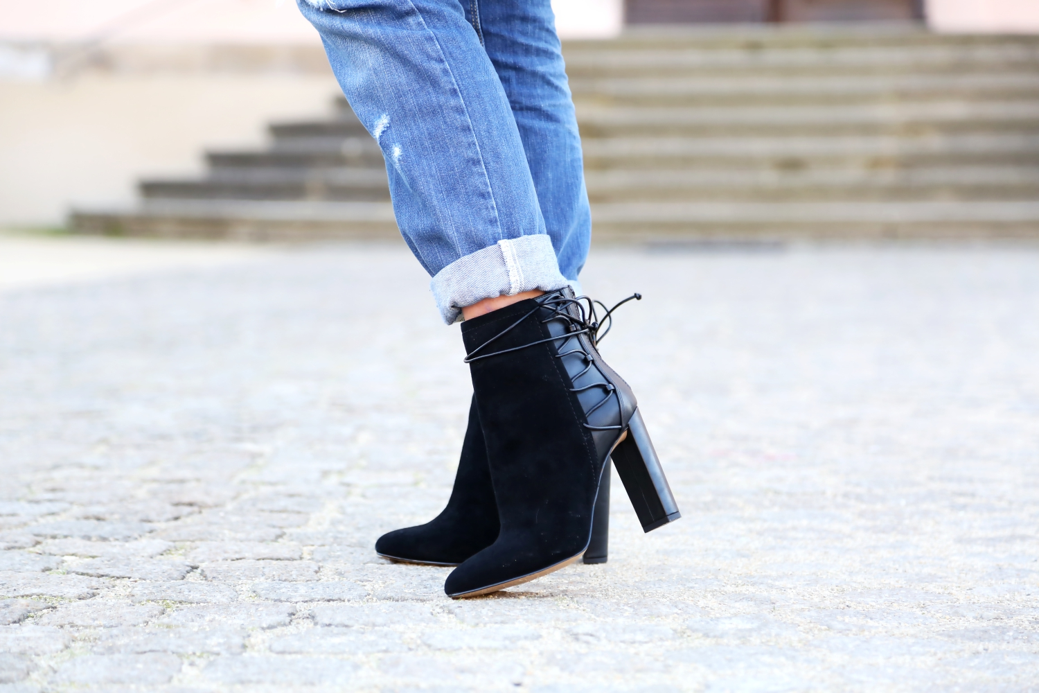 outfit-aldo-booties-ripped-jeans