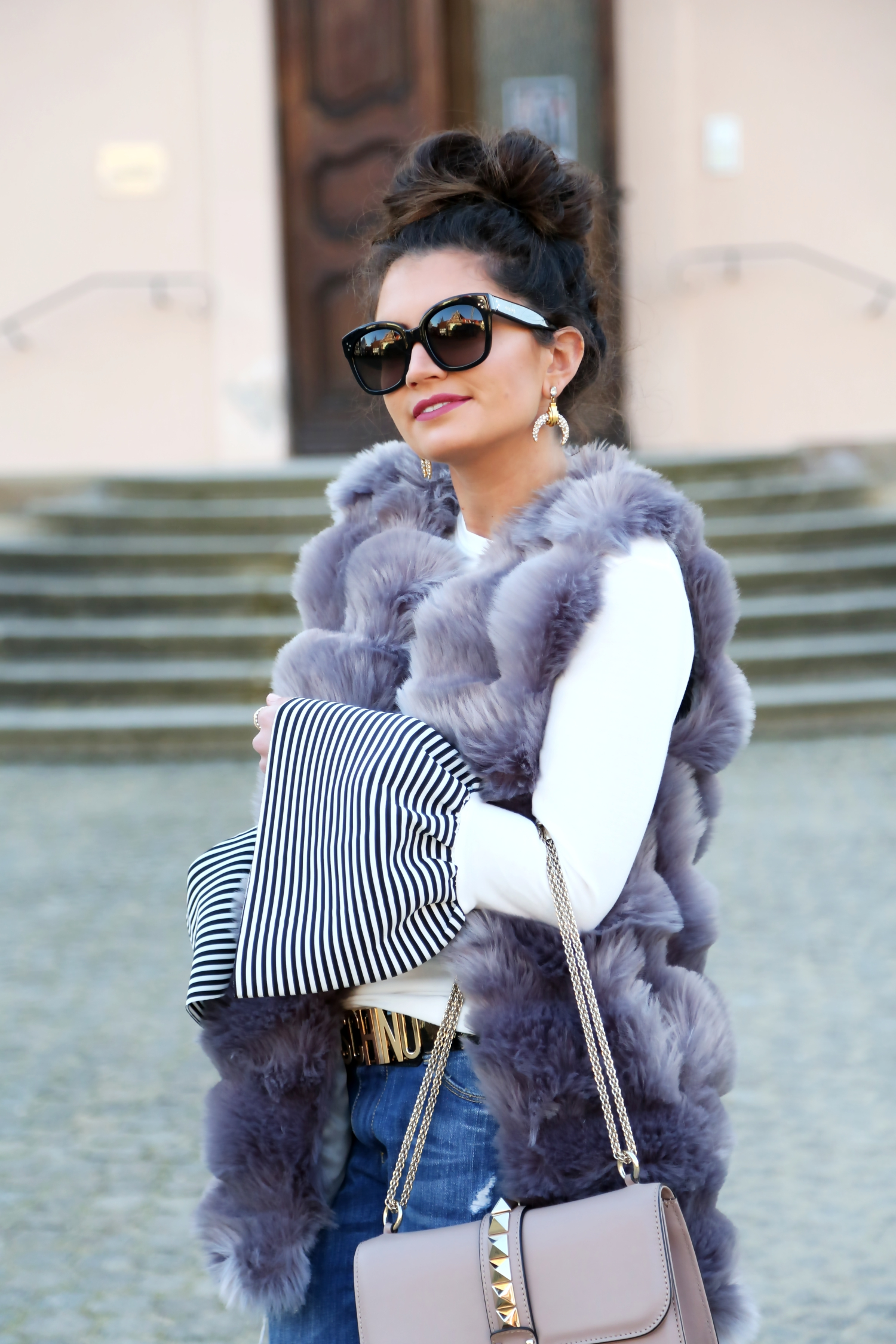 outfit-details-faux-fur-vest-valentino-glam-lock-bag-nude