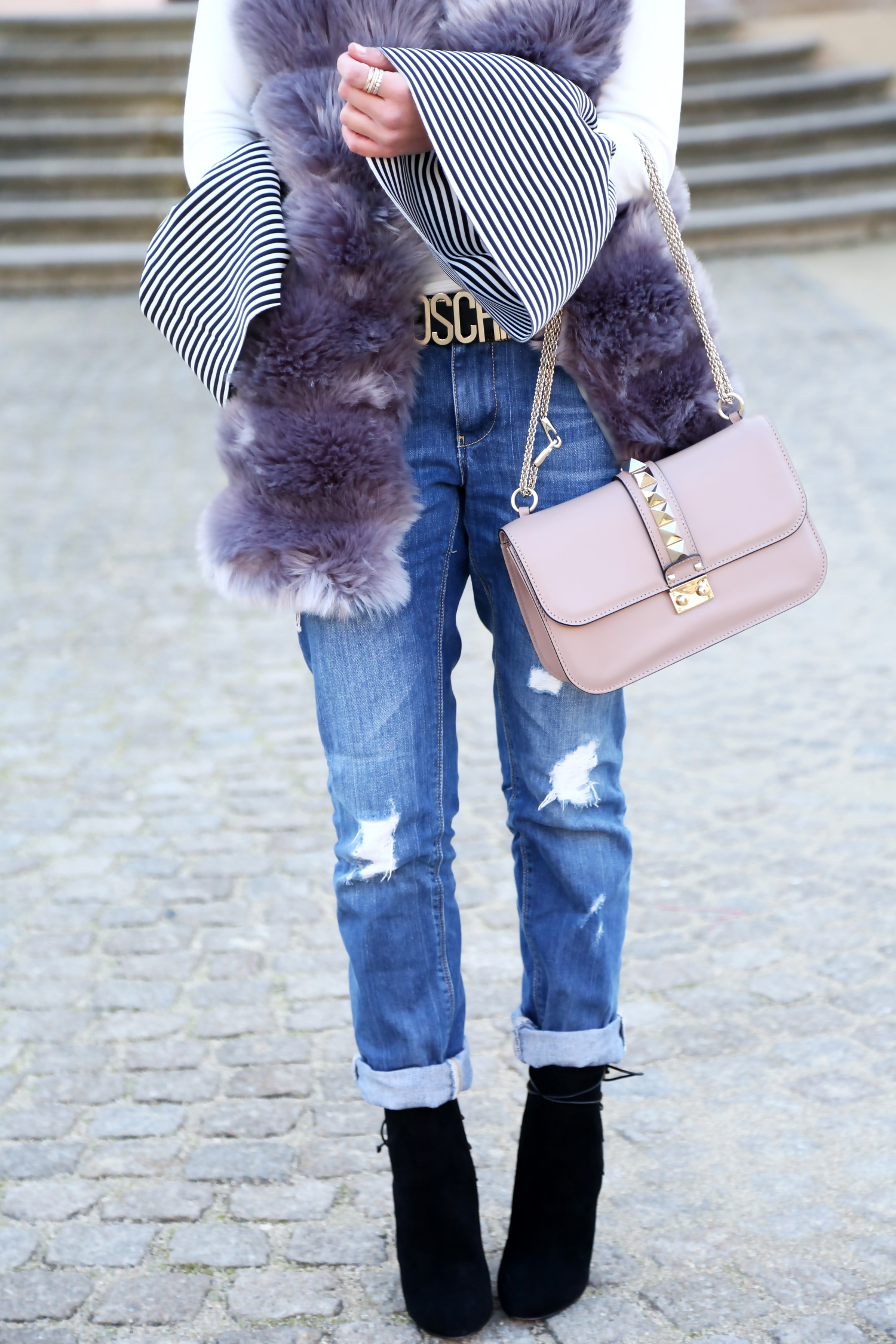 outfit-details-winter-look-faux-fur-vest-valentino-bag