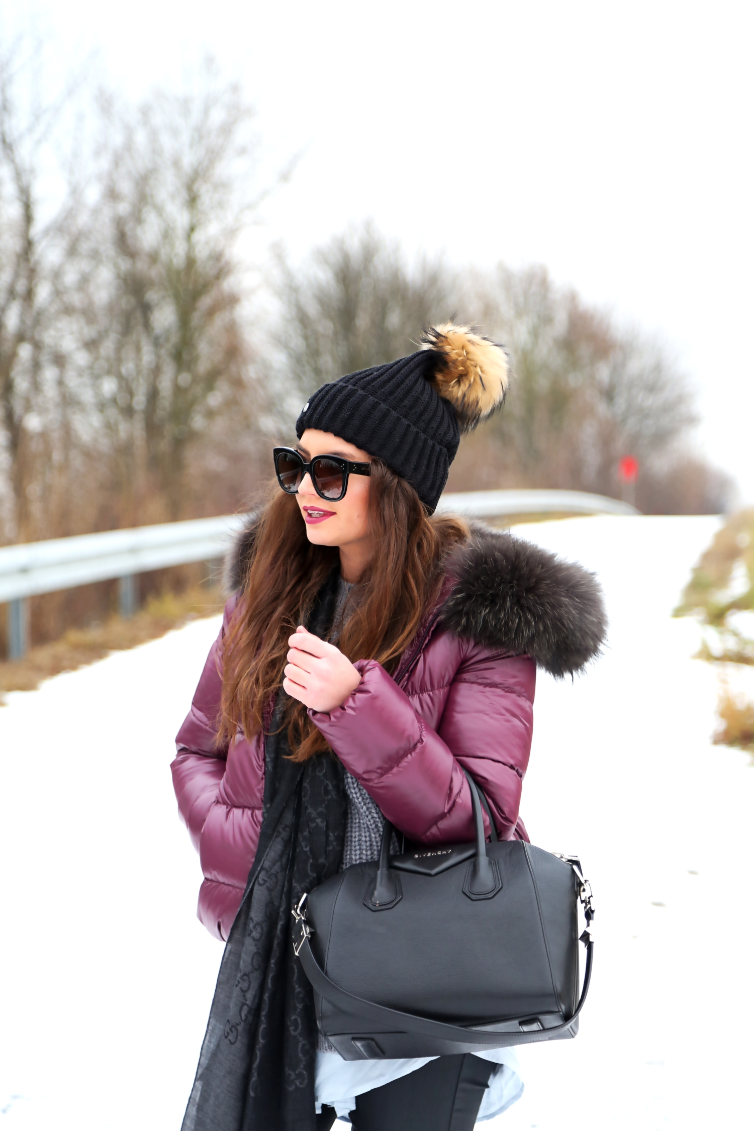 outfit-winter-look-givenchy-antigona-bag-edited-blouse-gucci-scarf-snow-look