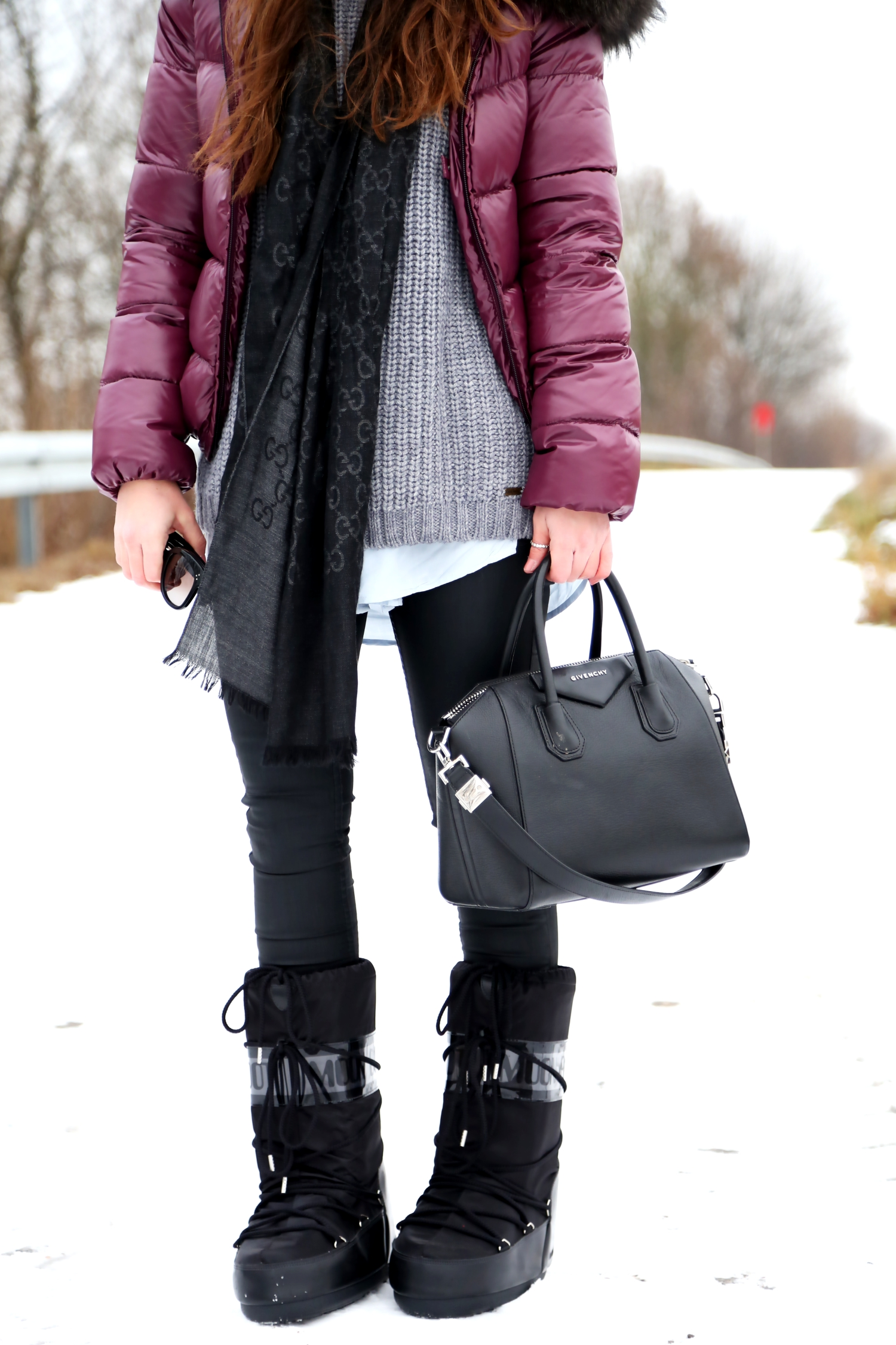 outfit-winter-look-snow-edited-moon-boots-givenchy-bag-duvetica
