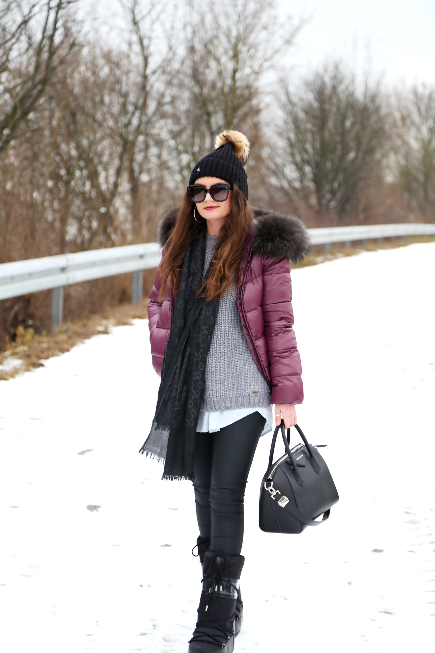 outfit-winter-look-snow-gucci-scarf-edited-top-antigona-givenchy-bag