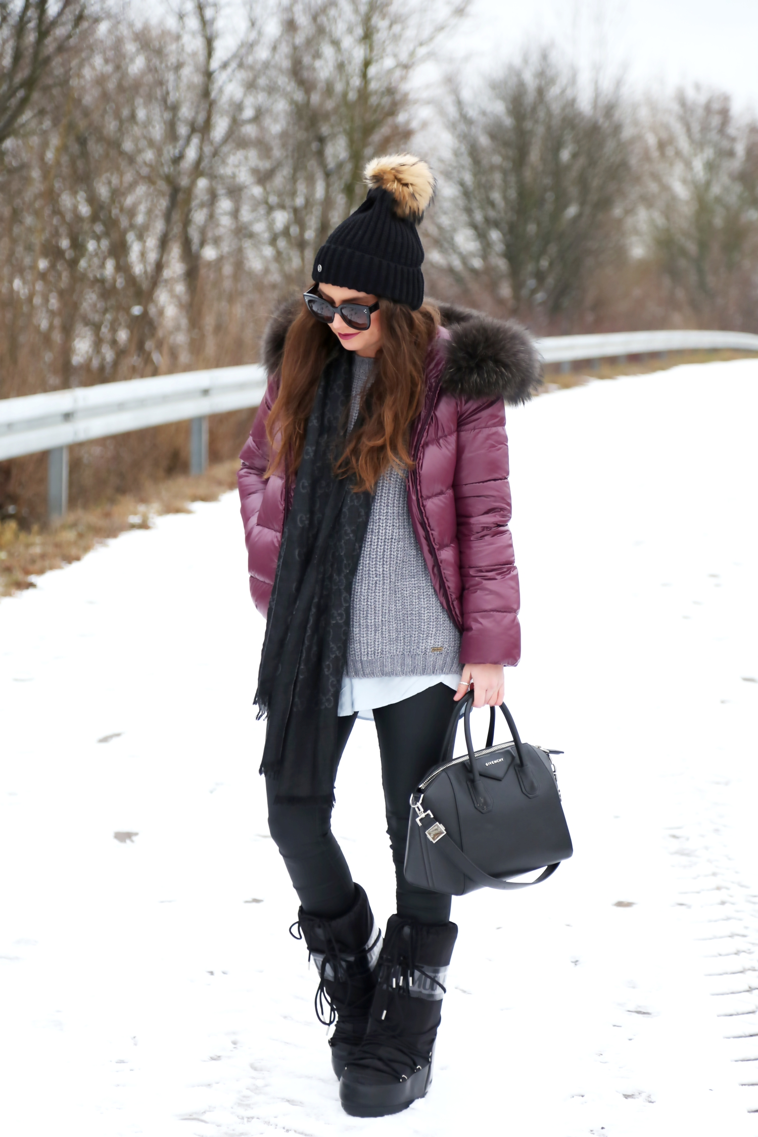 outfit-winter-look_snow-edited-top-moon-boots