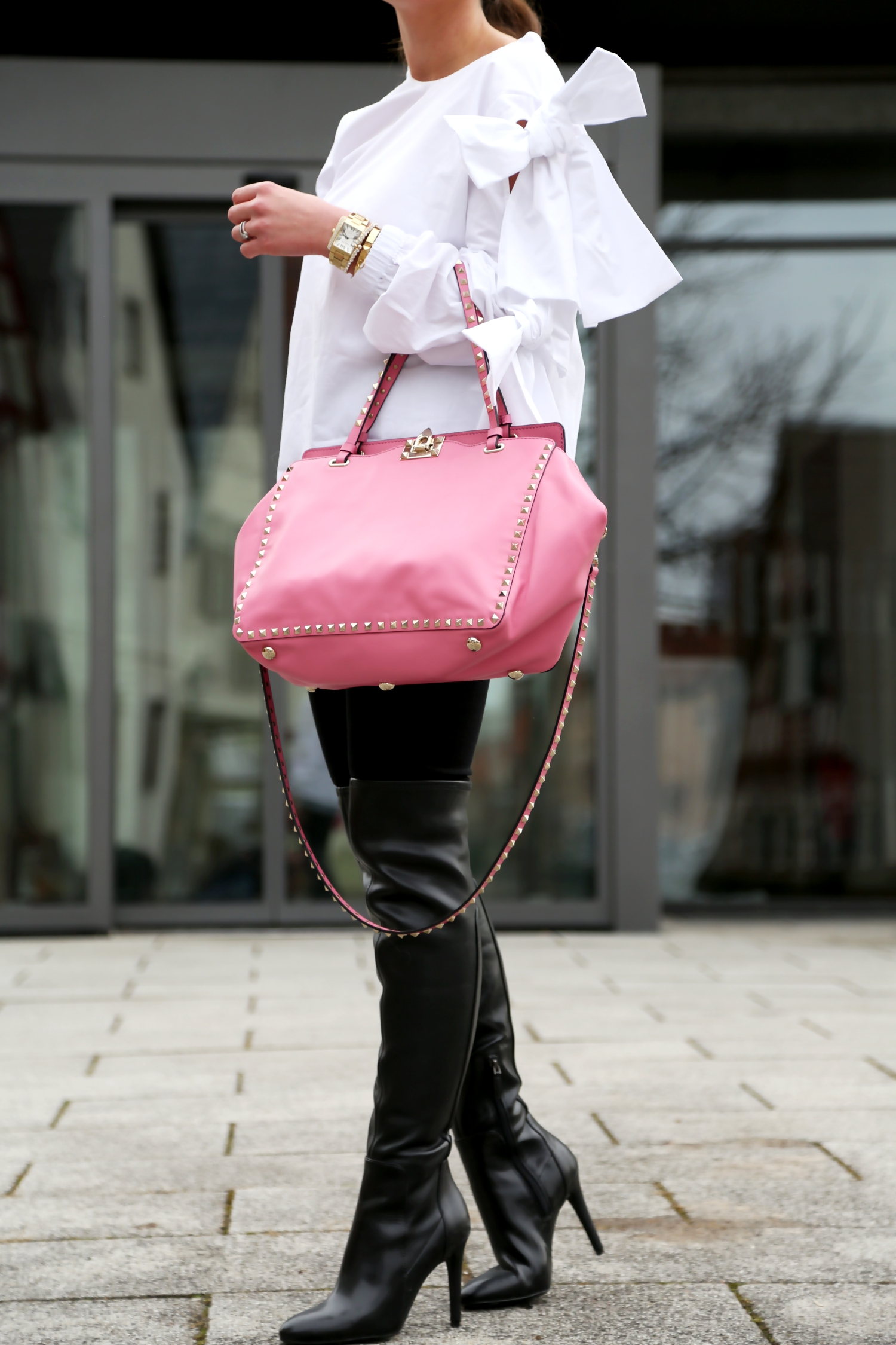 outfit-bow-blouse-overknees-valentino-rockstud-bag-pink