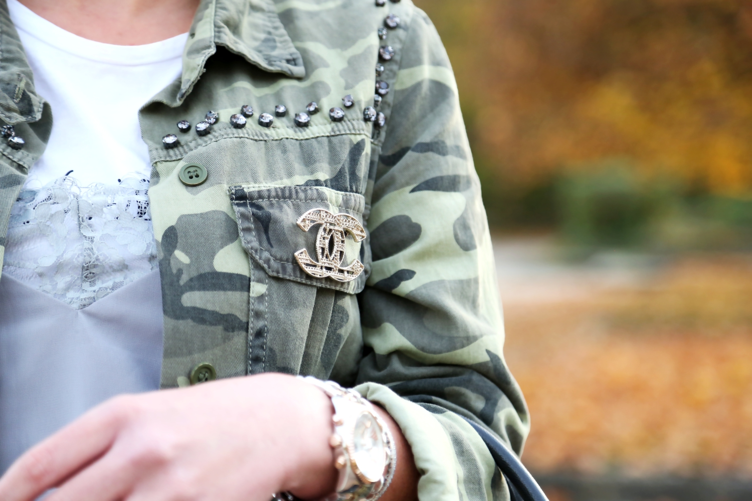 outfit-chanel-brooch-parka-lace-top