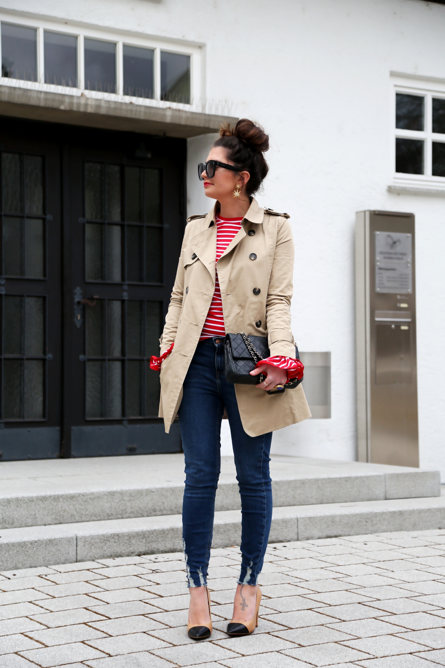 outfit-trenchoat-chanel-bag-celine-new-audrey-sunglasses-stripes