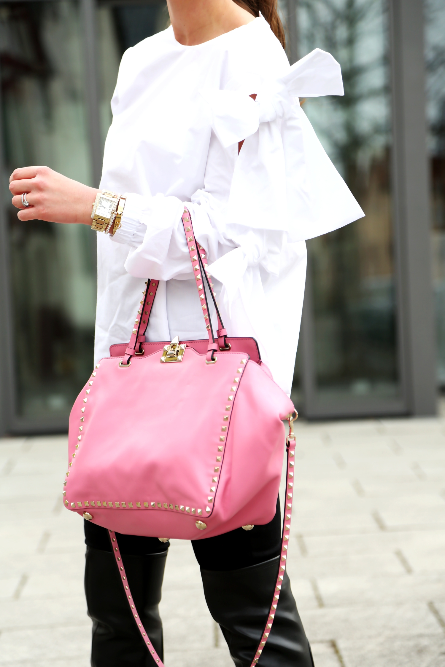 outfit-valentino-bag-pink-bow-blouse