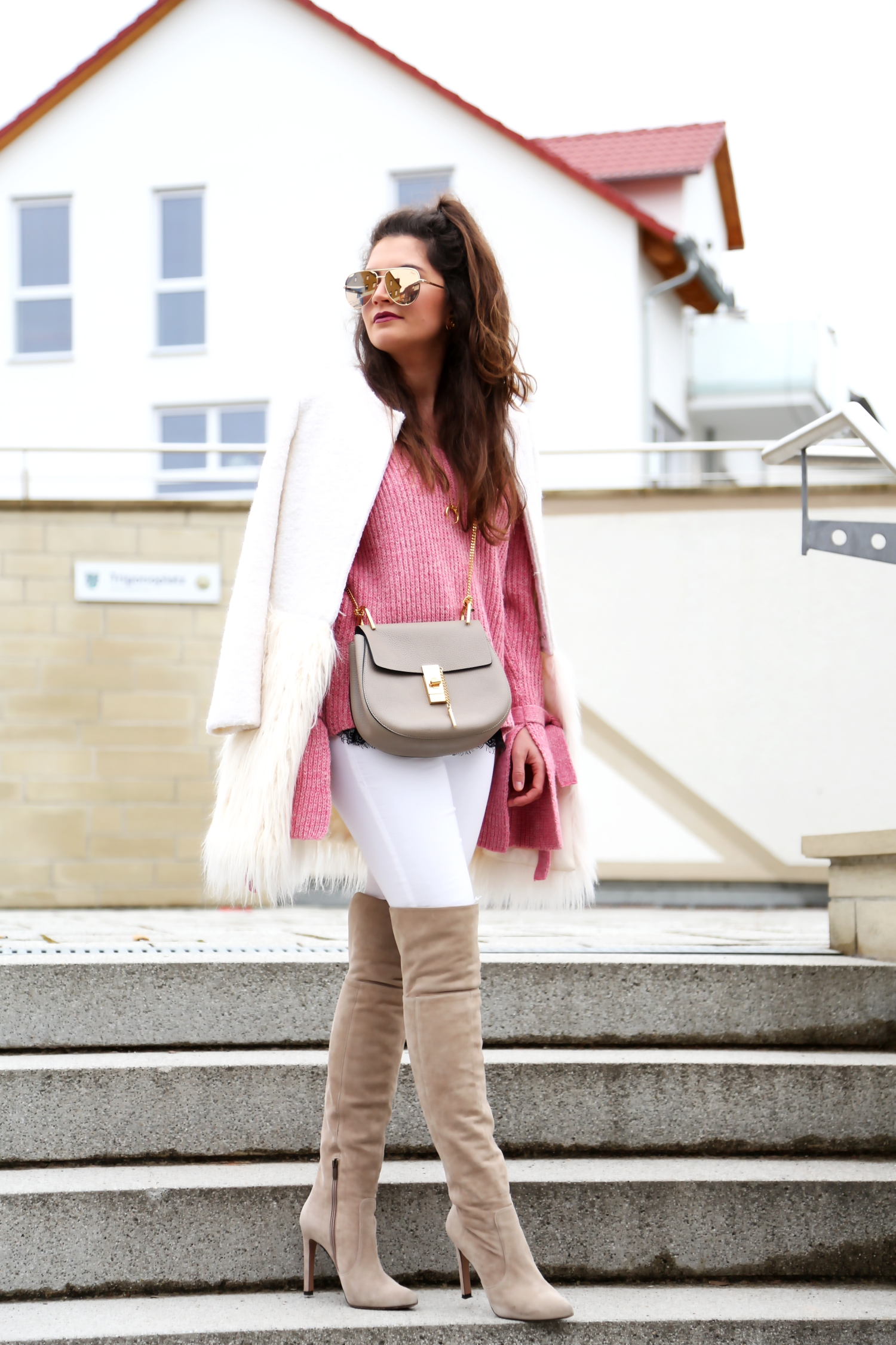outfit-winter-white-pink-long-sleeve-sweater-mango-overknees