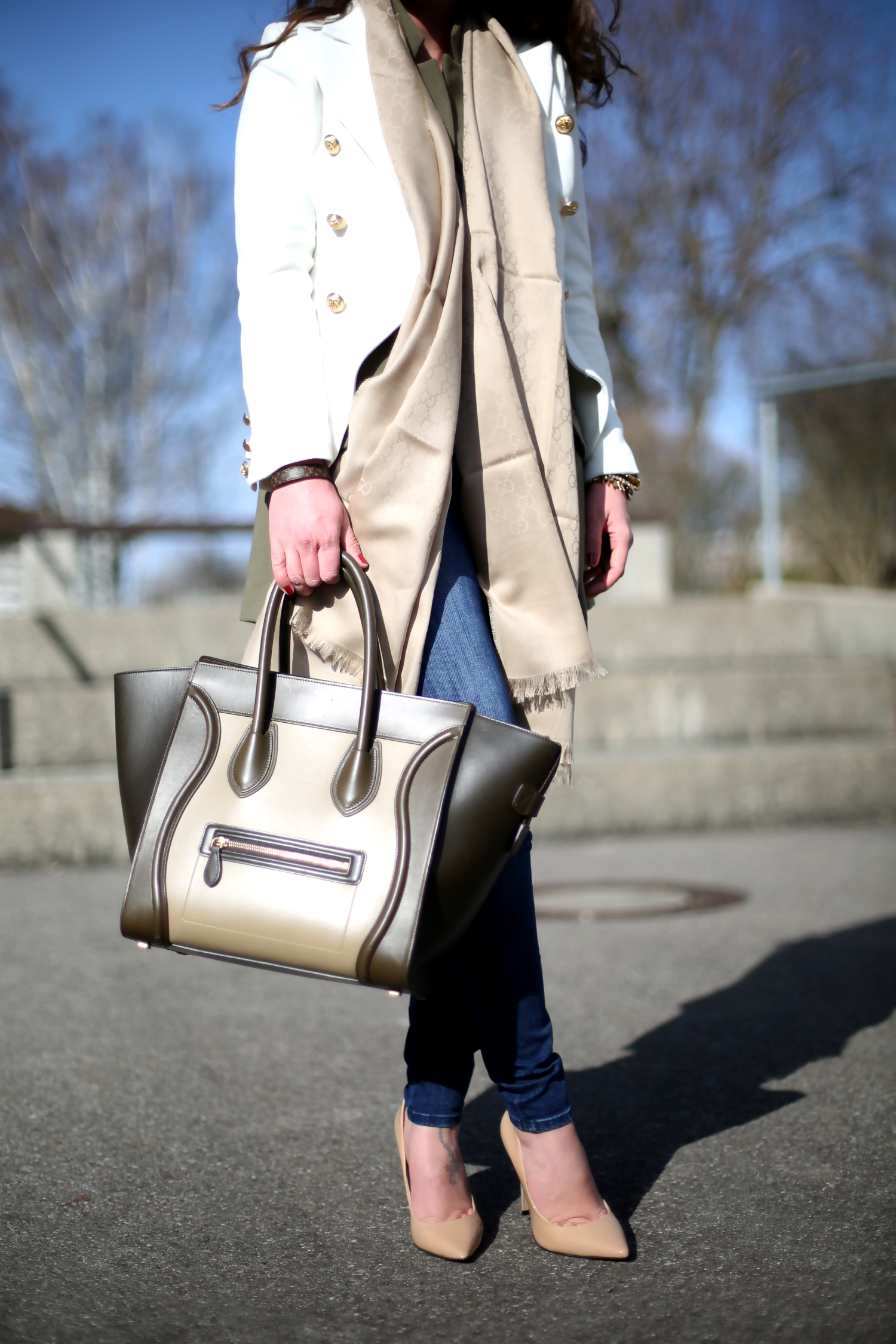 outfit-celine-luggage-bag-white-marine-blazer