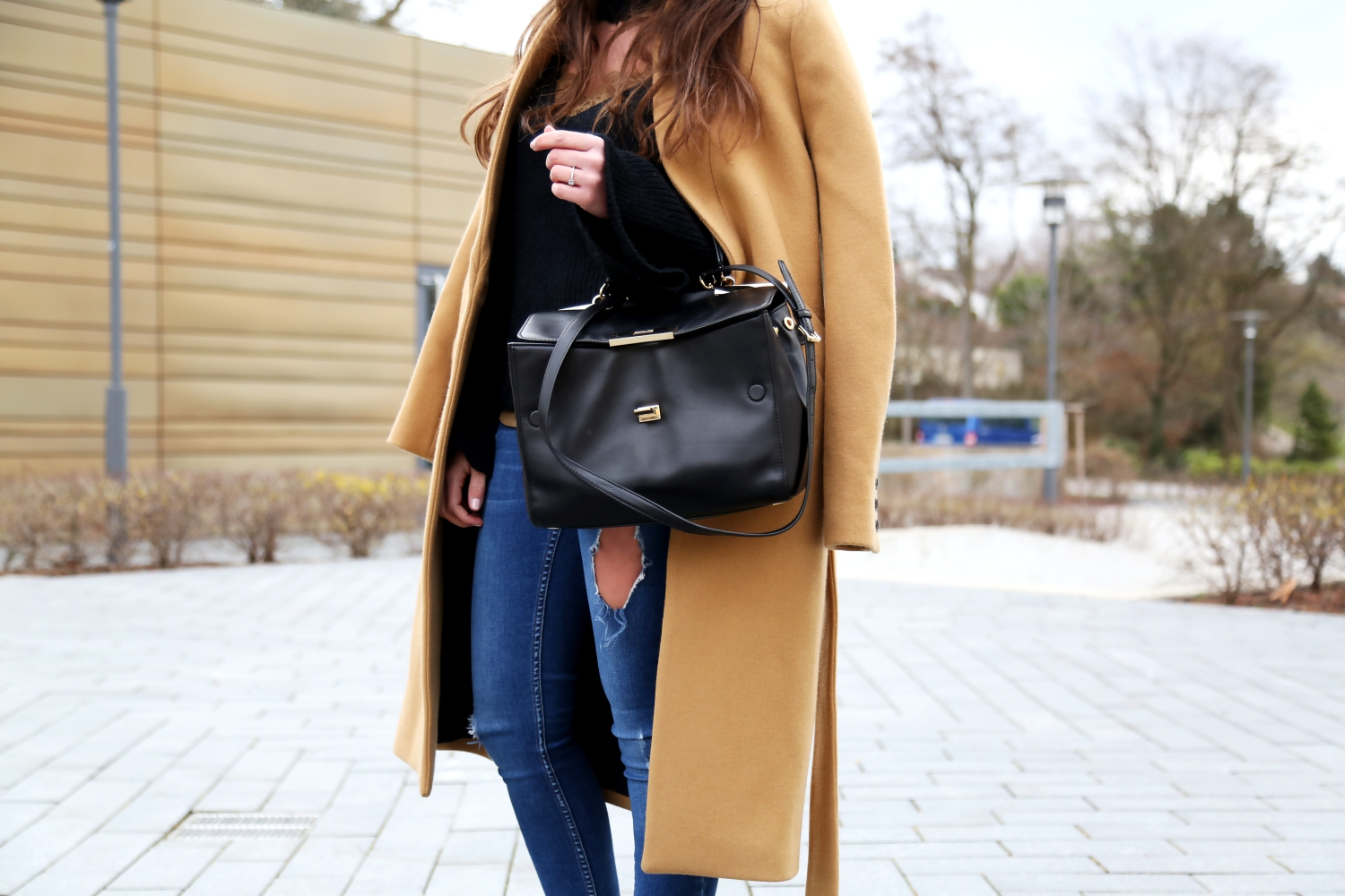 outfit-details-fashionblogger-iroparis-coat-camel-ripped-jeans-lace-top-michaelkors-bag