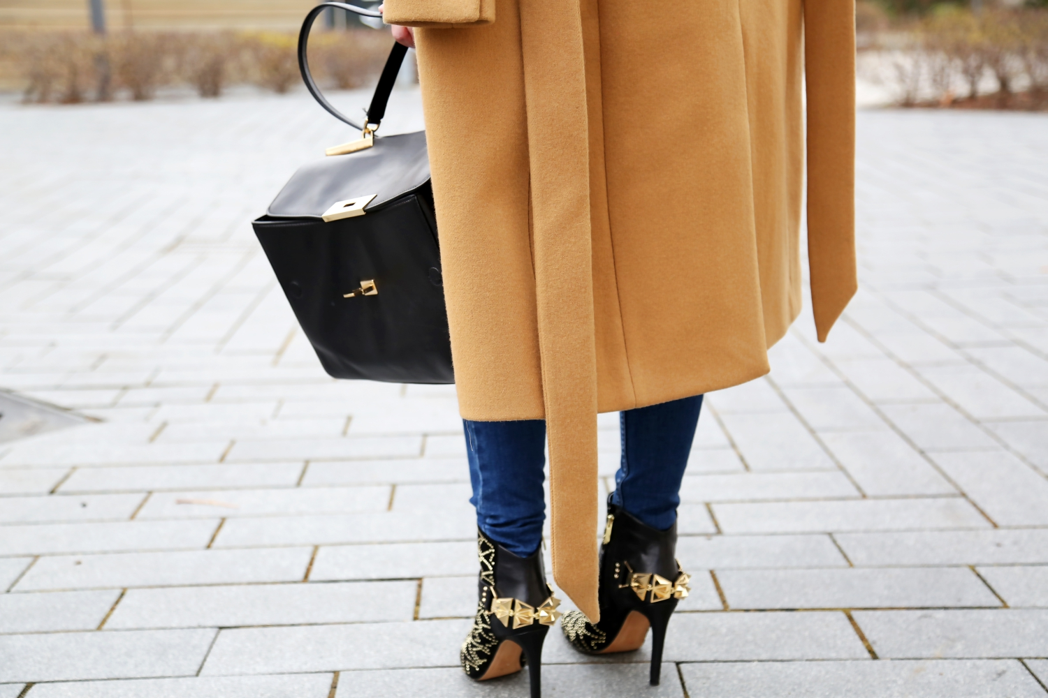 outfit-details-michaelkors-bag-ripped-jeans-sam-edelman-studded-booties-iro-paris-camel-coat