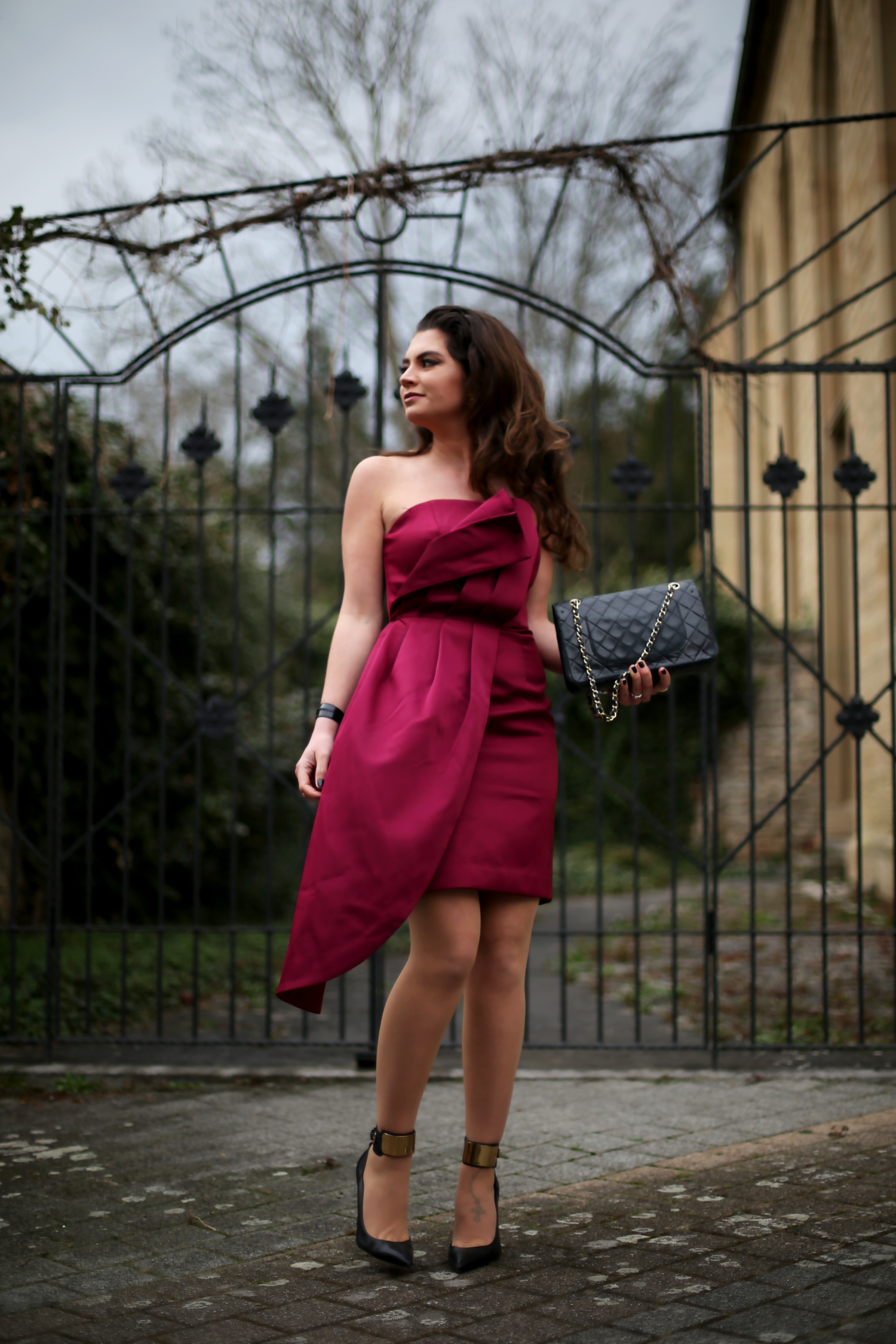 outfit-details-red-dress-chanel-abg
