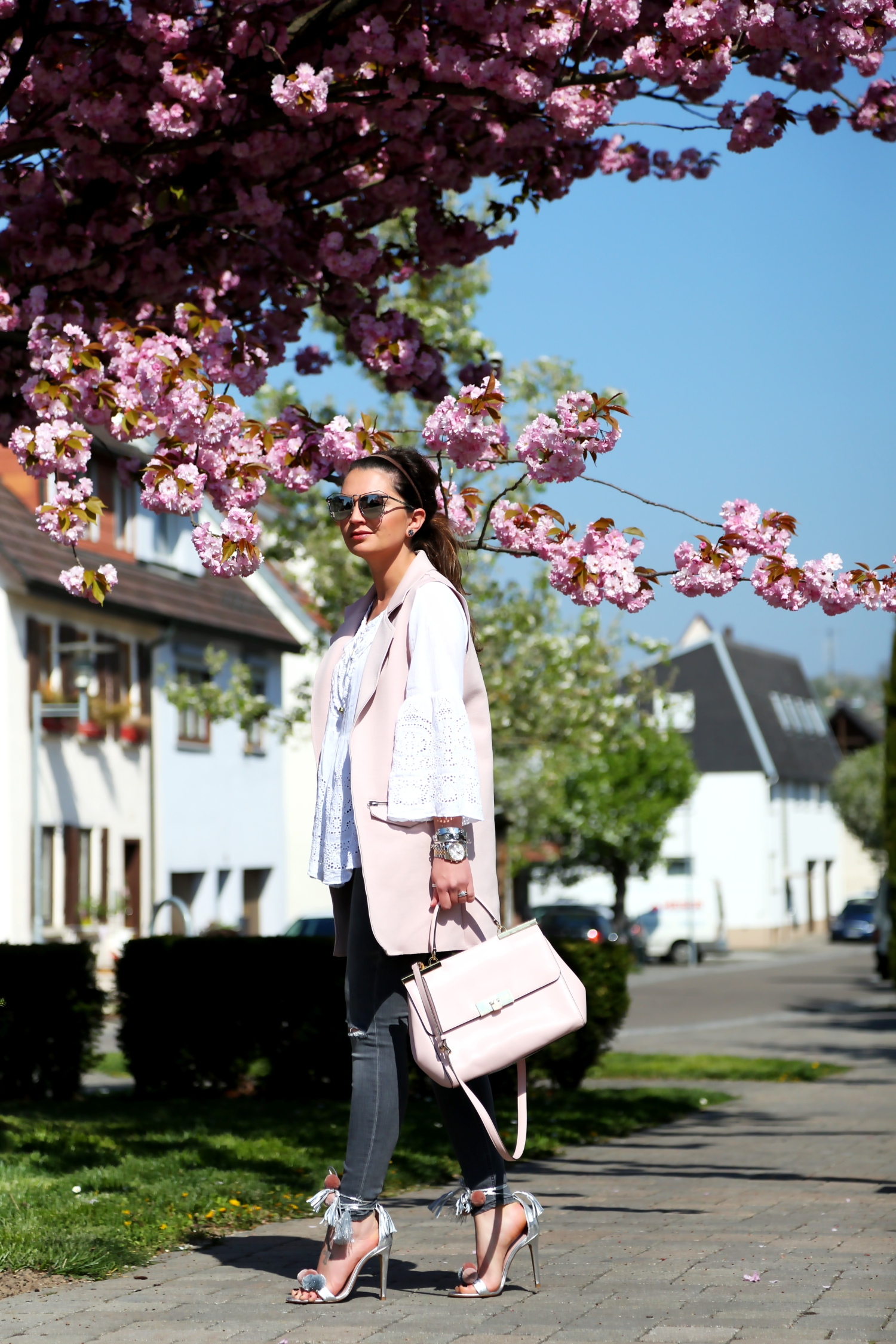 outfit-spring-frühjahr-fashionblogger-pastel-colors-cherry-blossom-tree