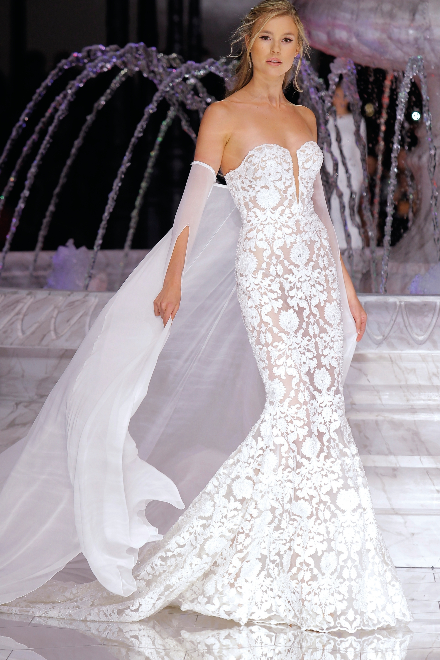 1-PRONOVIAS FASHION SHOW_ Runis