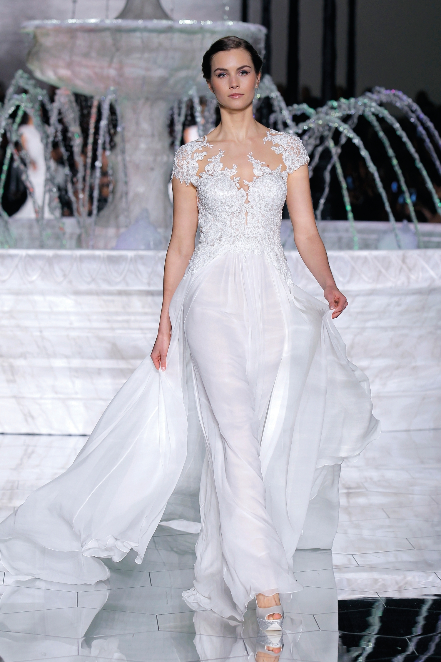 1-PRONOVIAS FASHION SHOW_Regina