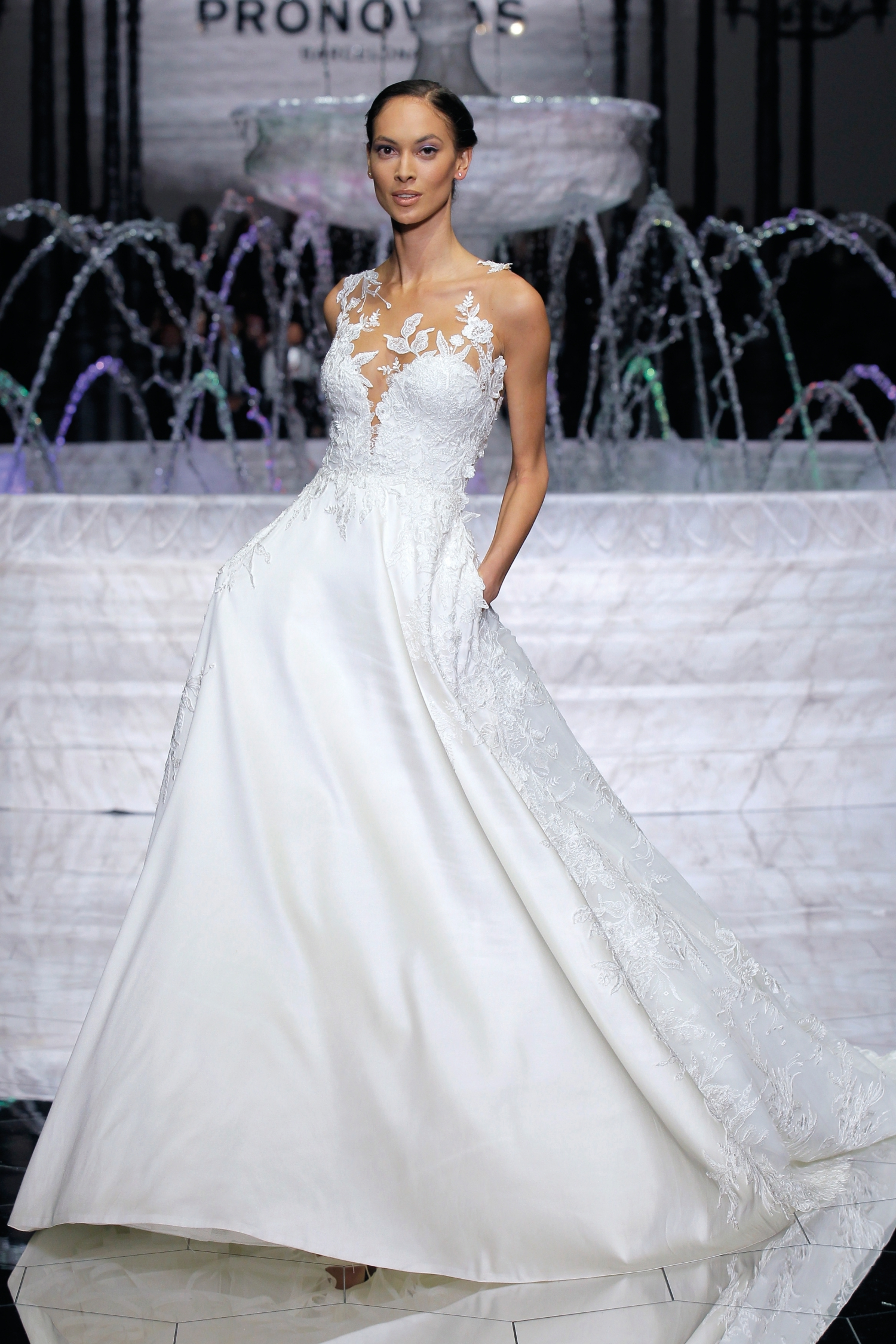 1-PRONOVIAS FASHION SHOW_Ria