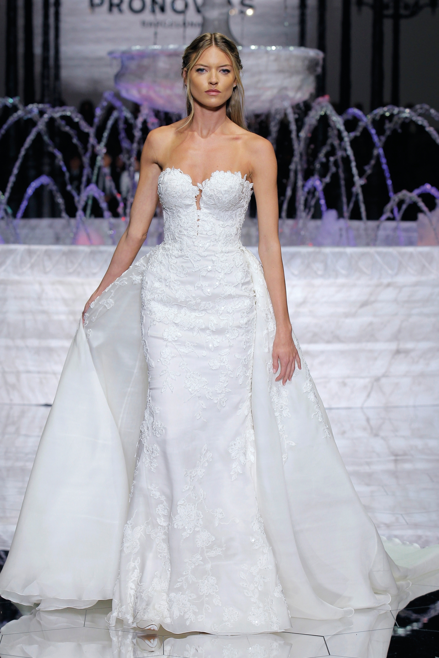 1-PRONOVIAS FASHION SHOW_Rodas