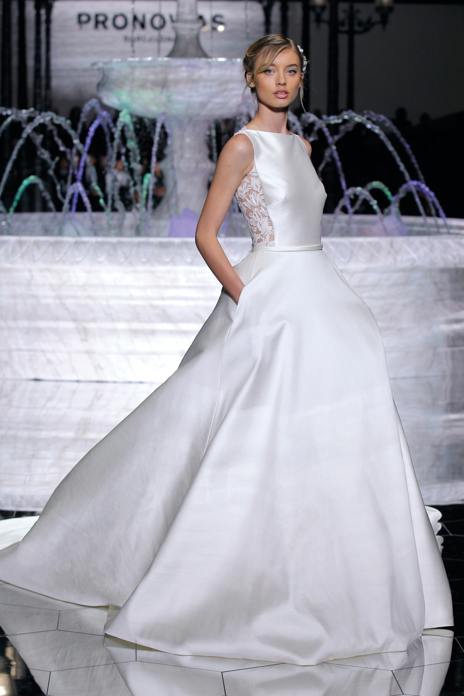 1-PRONOVIAS FASHION SHOW_Ronda