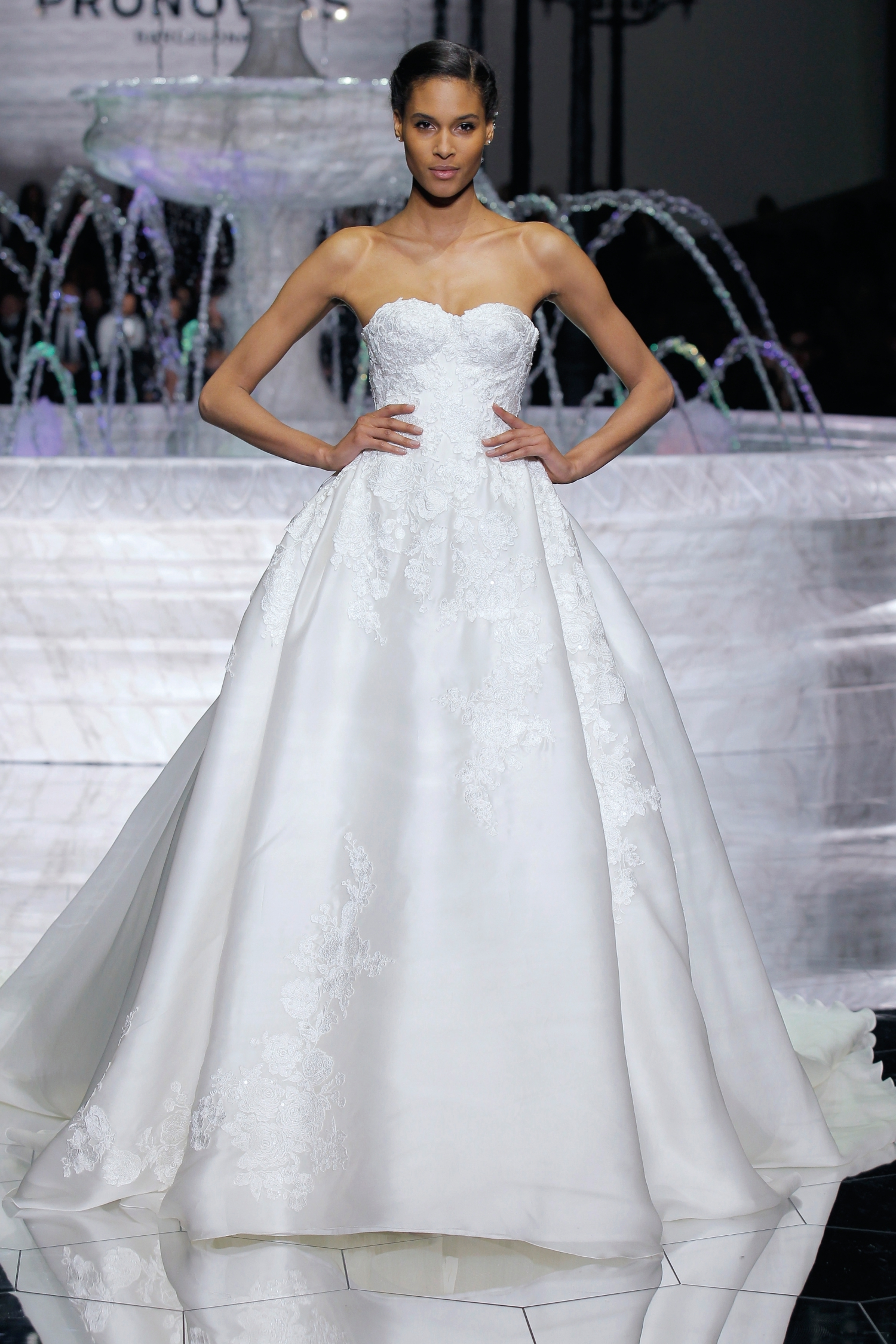 1-PRONOVIAS FASHION SHOW_Roxana
