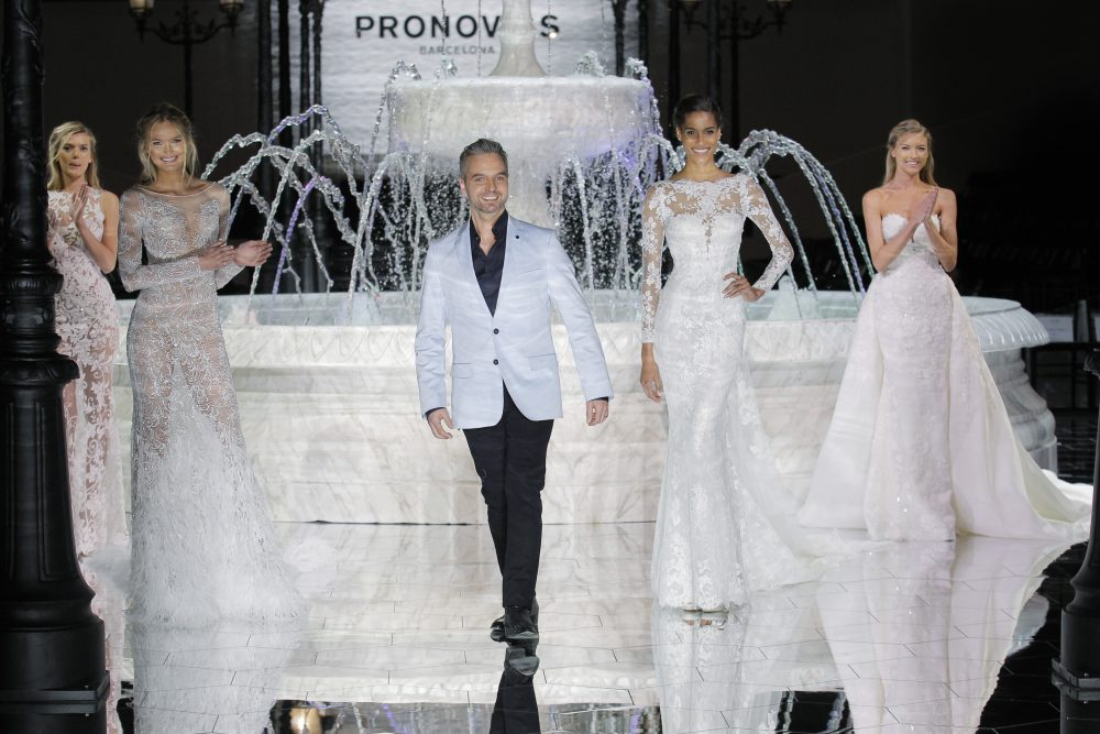 Bregje Heinen, Romee Strijd, Hervé Moreau, Cindy Bruna, Martha Hunt_PRONOVIAS FASHION SHOW