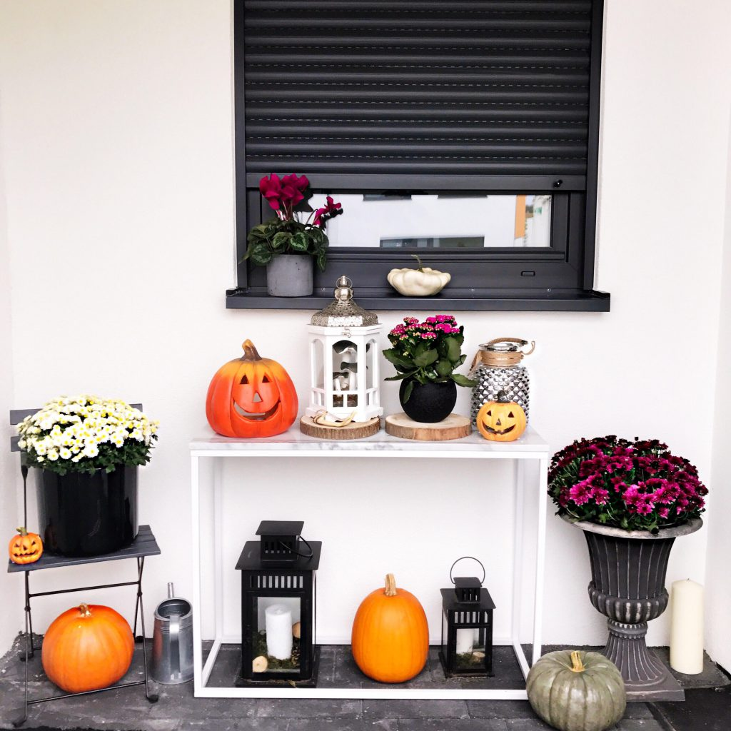 Autumn/fall Front Porch Halloween Decoration